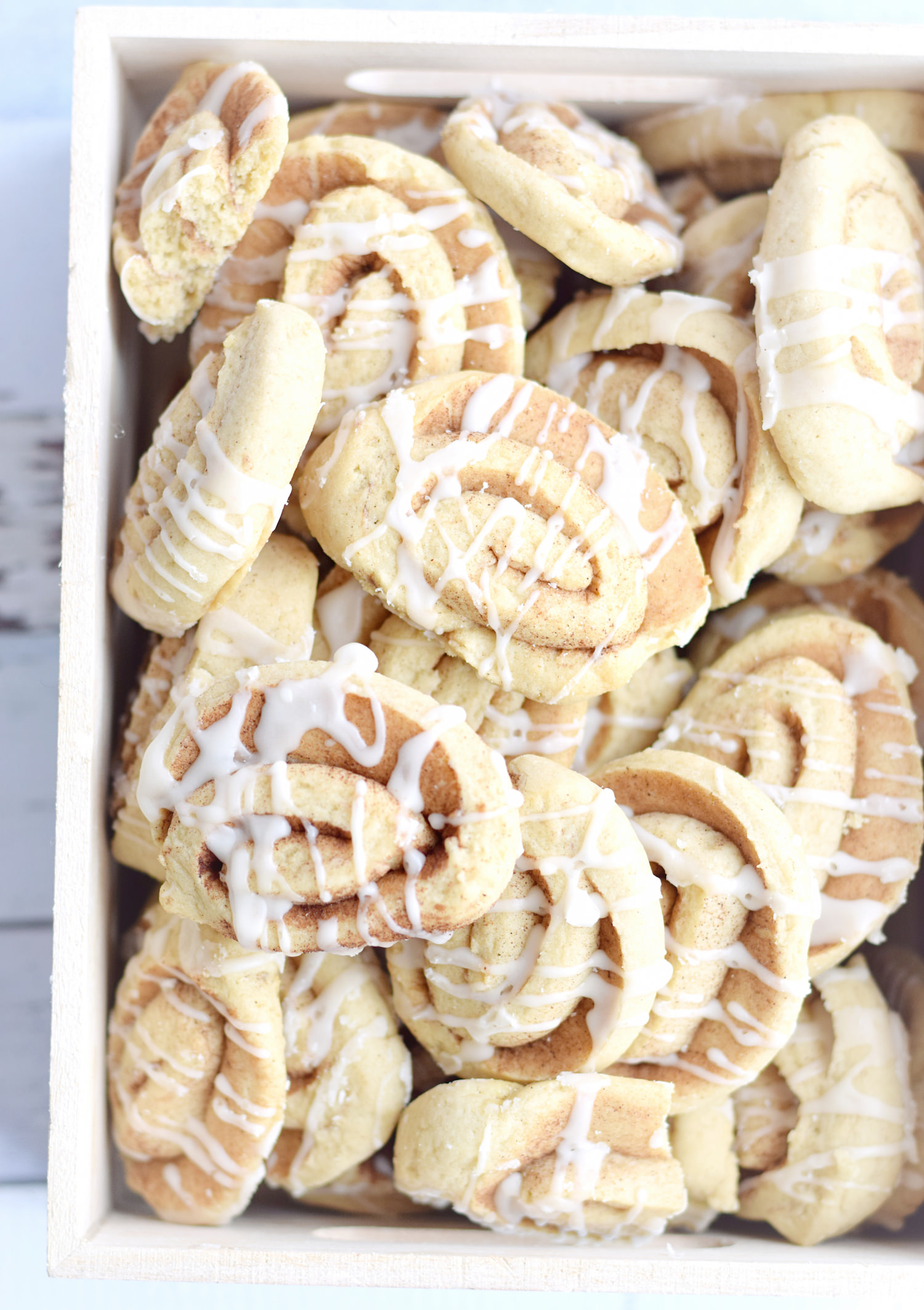 Cinnamon Roll Cookies - everything you love about a cinnamon roll in the form of an easy, quick, soft, buttery, cinnamon roll cookie! | trufflesandtrends.com