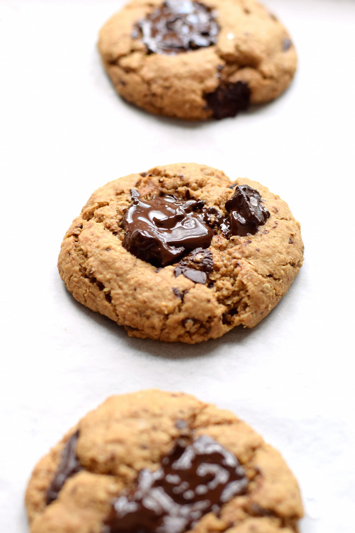 Salt and Pepper Cookies – soft, chewy, gluten-free oatmeal cookies with a slight kick from the salt and pepper. So weird yet so, so good!! | trufflesandtrends.com
