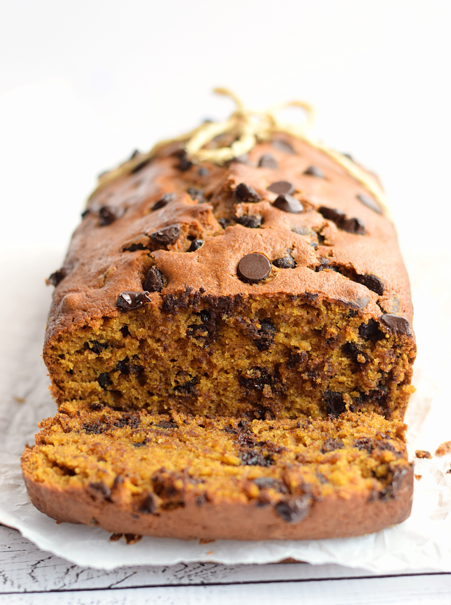 The BEST Pumpkin Chocolate Chip Bread – moist, tender, flavorful pumpkin bread loaded with chocolate chips. So easy and perfect for fall!   trufflesandtrends.com