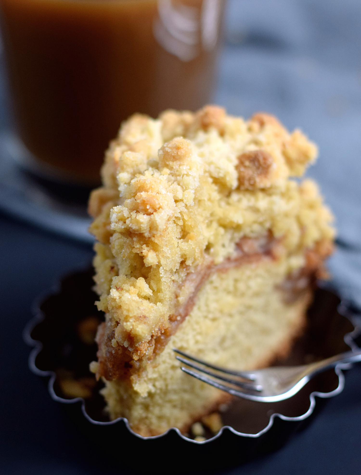 Apple Crumb Cake: delicious apple cake filled with tart, cinnamon-y apples and an amazing crumb topping. Perfect fall/winter comfort dessert. | TrufflesandTrends.com