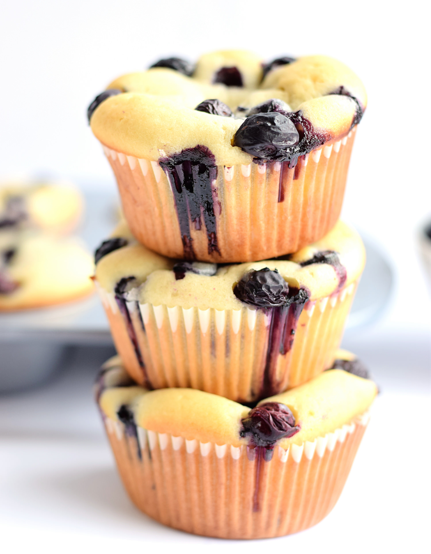 Soft and Moist Blueberry Muffins | TrufflesandTrends.com