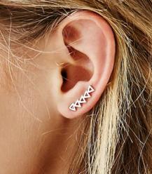 UO triangle ear crawler