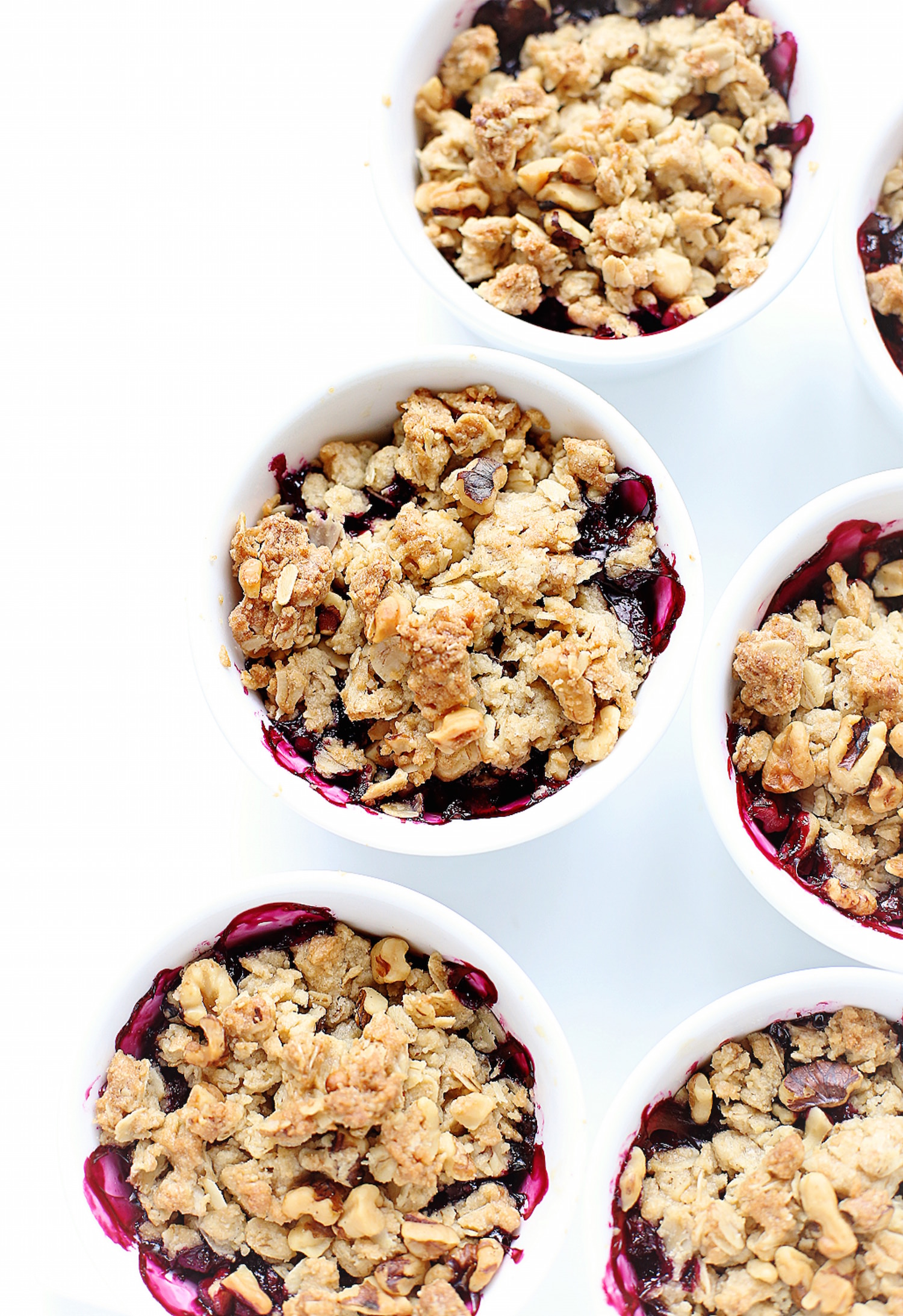Blueberry Oat Crumble: tart and sweet blueberries topped with an oatmeal cookie dough-like crumble. Perfect summer dessert! Video included. | TrufflesandTrends.com