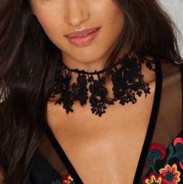 Suzywan Deluxe Black Rose Crochet Choker