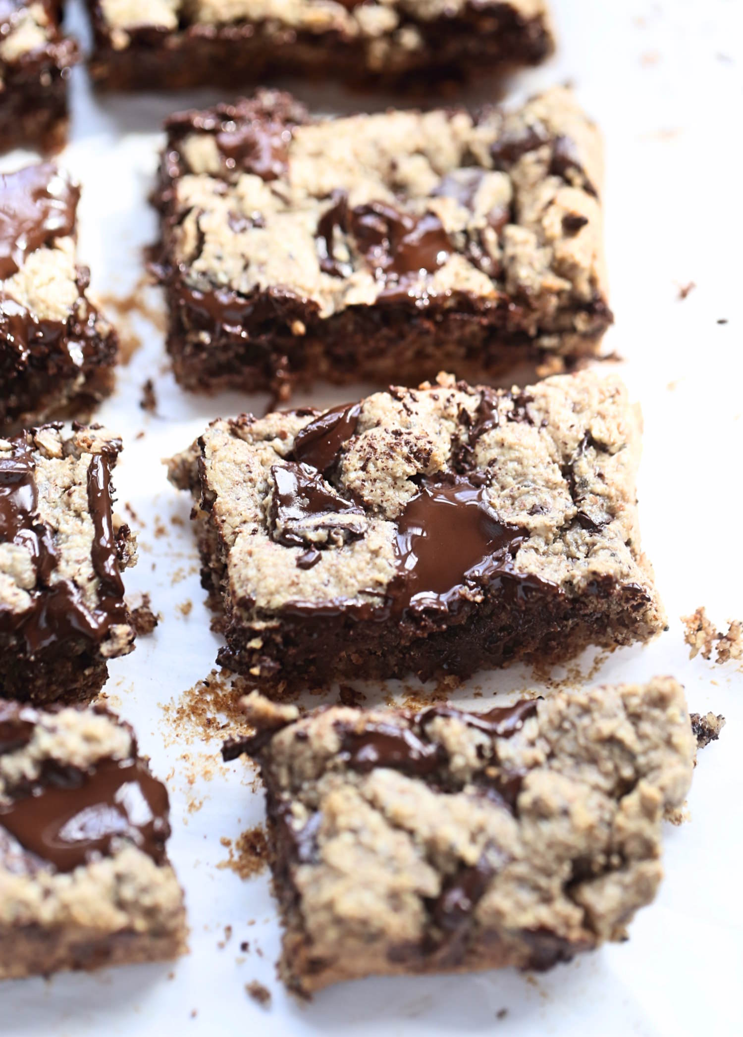 Wholesome Breakfast Bars: soft and chewy bars made with nut butters, honey, oats, coconut, and chocolate chunks. So nutritious and easy! | TrufflesandTrends.com
