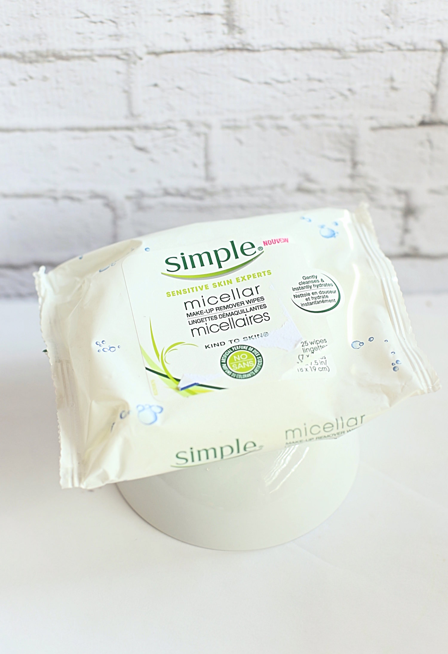 My Favorite Drugstore Makeup Products - Simple Cleansing Wipes | TrufflesandTrends.com