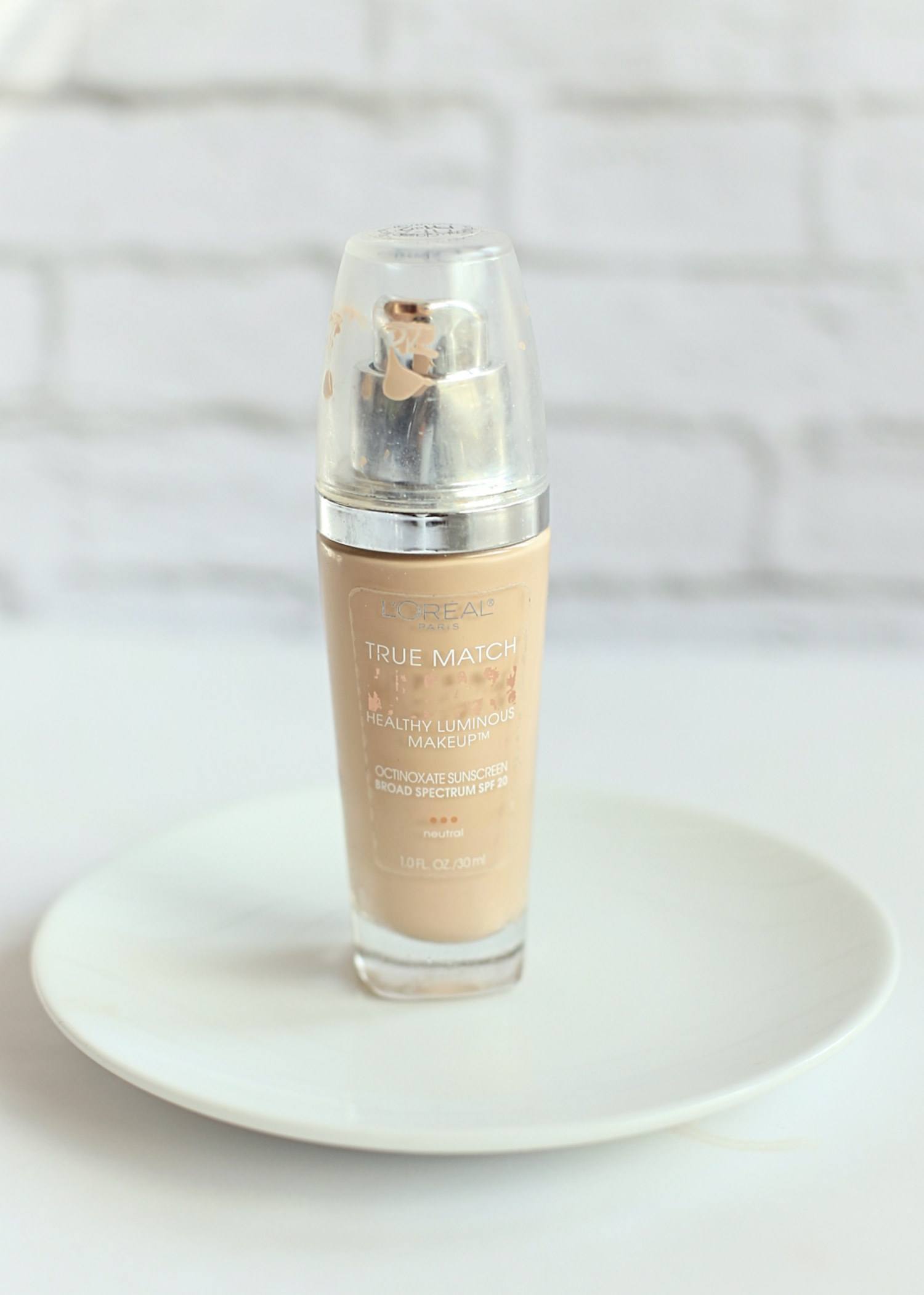 My Favorite Drugstore Makeup Products - Loreal Lumi Foundation | TrufflesandTrends.com