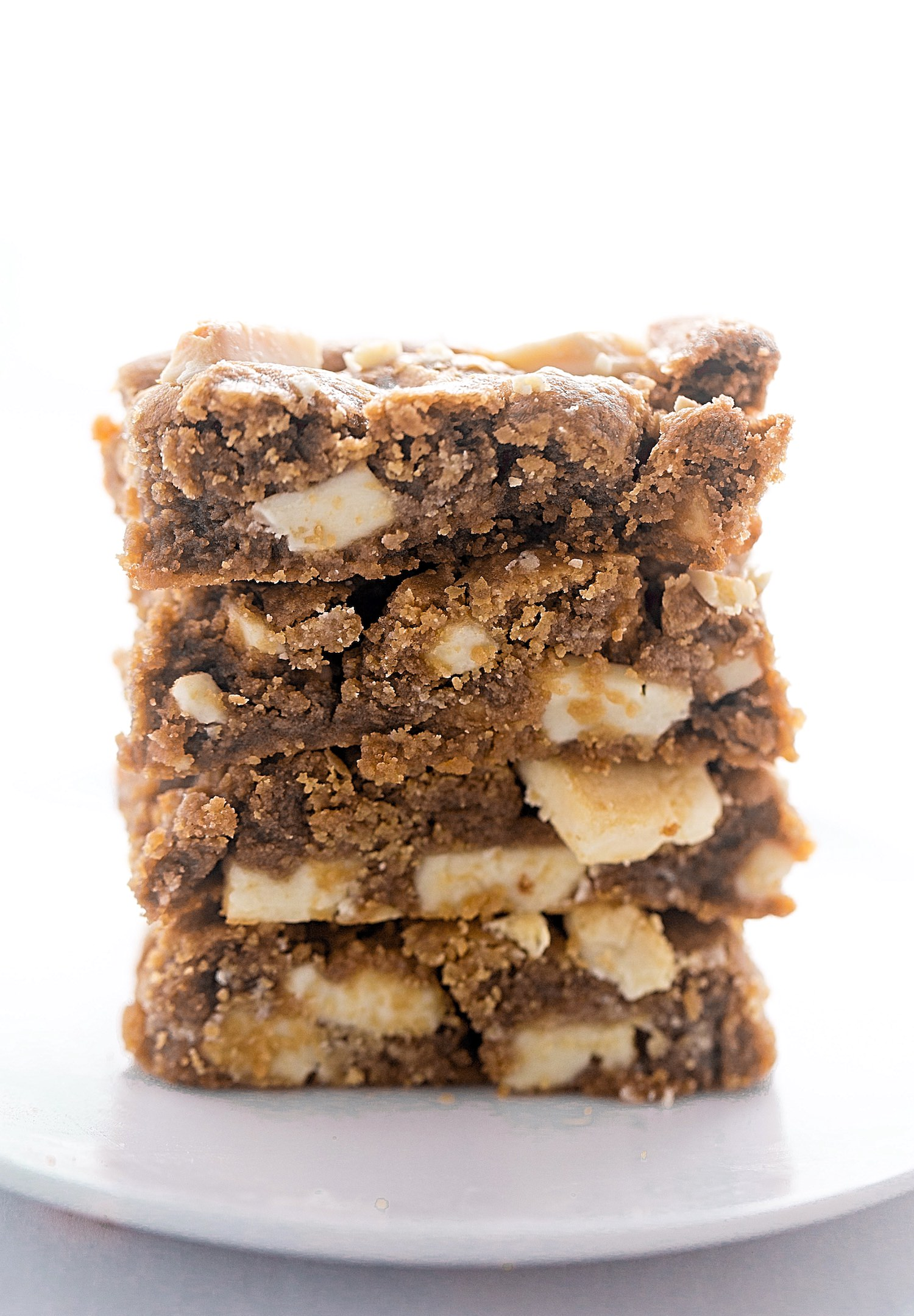 Flourless Peanut Butter White Chocolate Bars: soft, rich, gooey peanut butter bars packed with white chocolate chunks. Gluten-free and so easy!   TrufflesandTrends.com