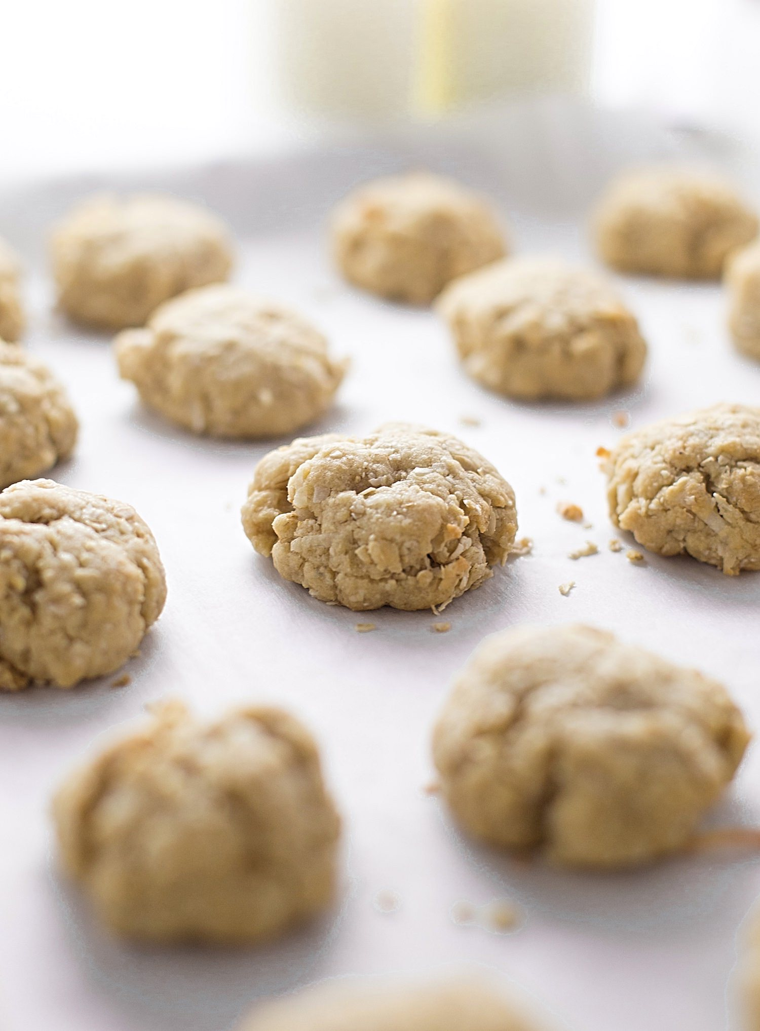 No-Butter Coconut Oatmeal Cookies: easy, thick, soft, rich, chewy coconut oil cookies packed with oats and coconut. | TrufflesandTrends.com
