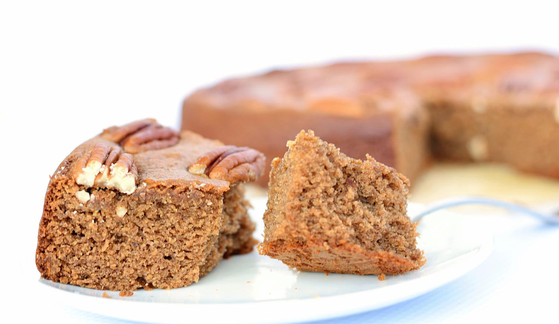 Spiced GInger Date Cake | TrufflesandTrends.com