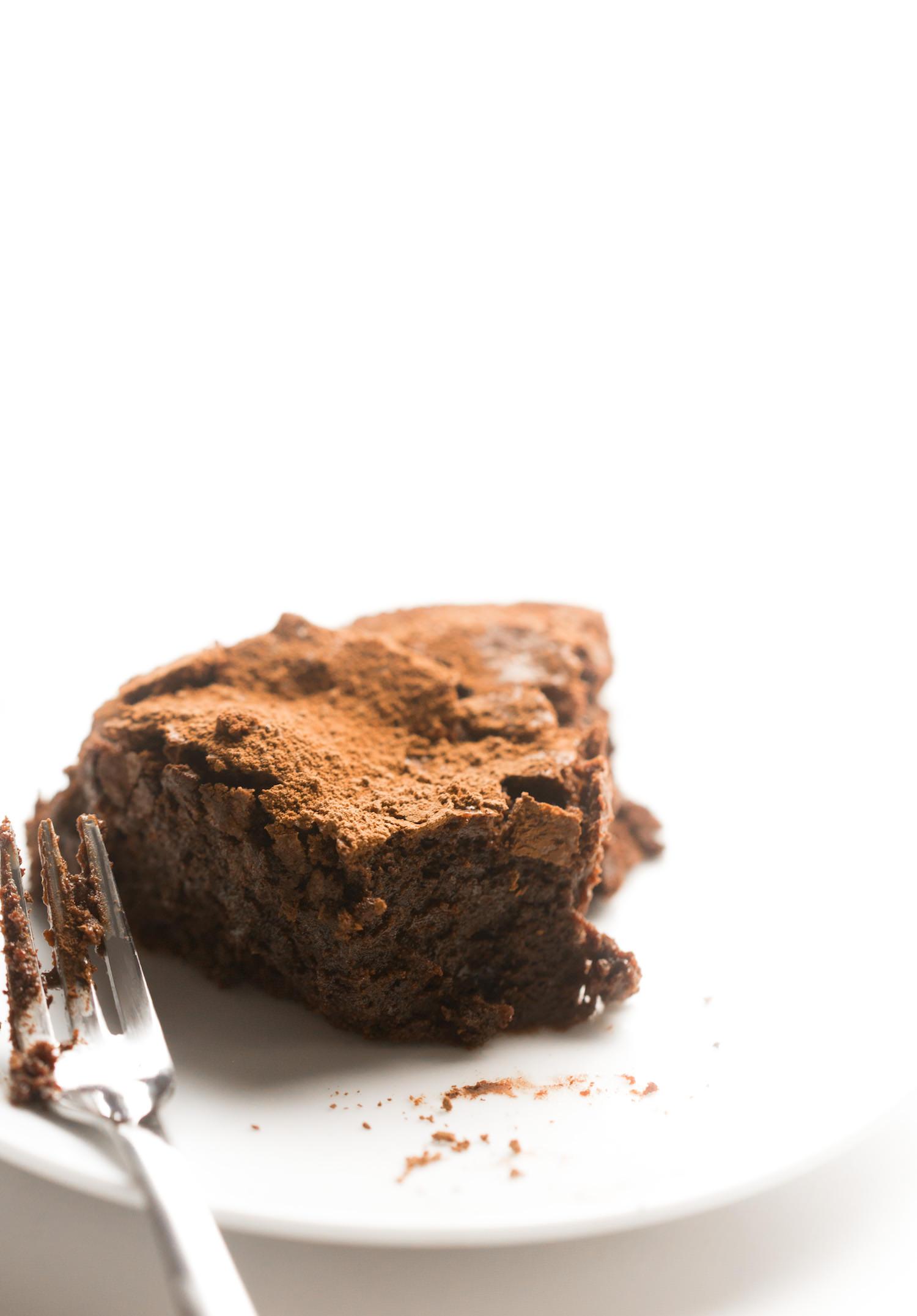 Flourless Chocolate Cake | TrufflesandTrends.com