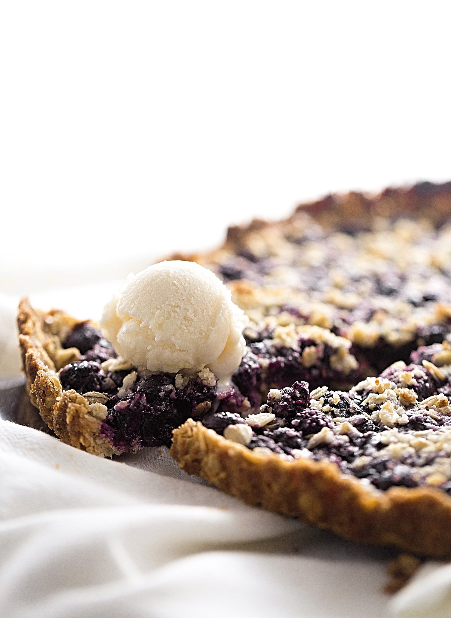 Blueberry Oat Crumble Tart: hearty, crunchy, oat crust topped with tart, juicy blueberries and more crumble on top. Video Included!   TrufflesandTrends.com