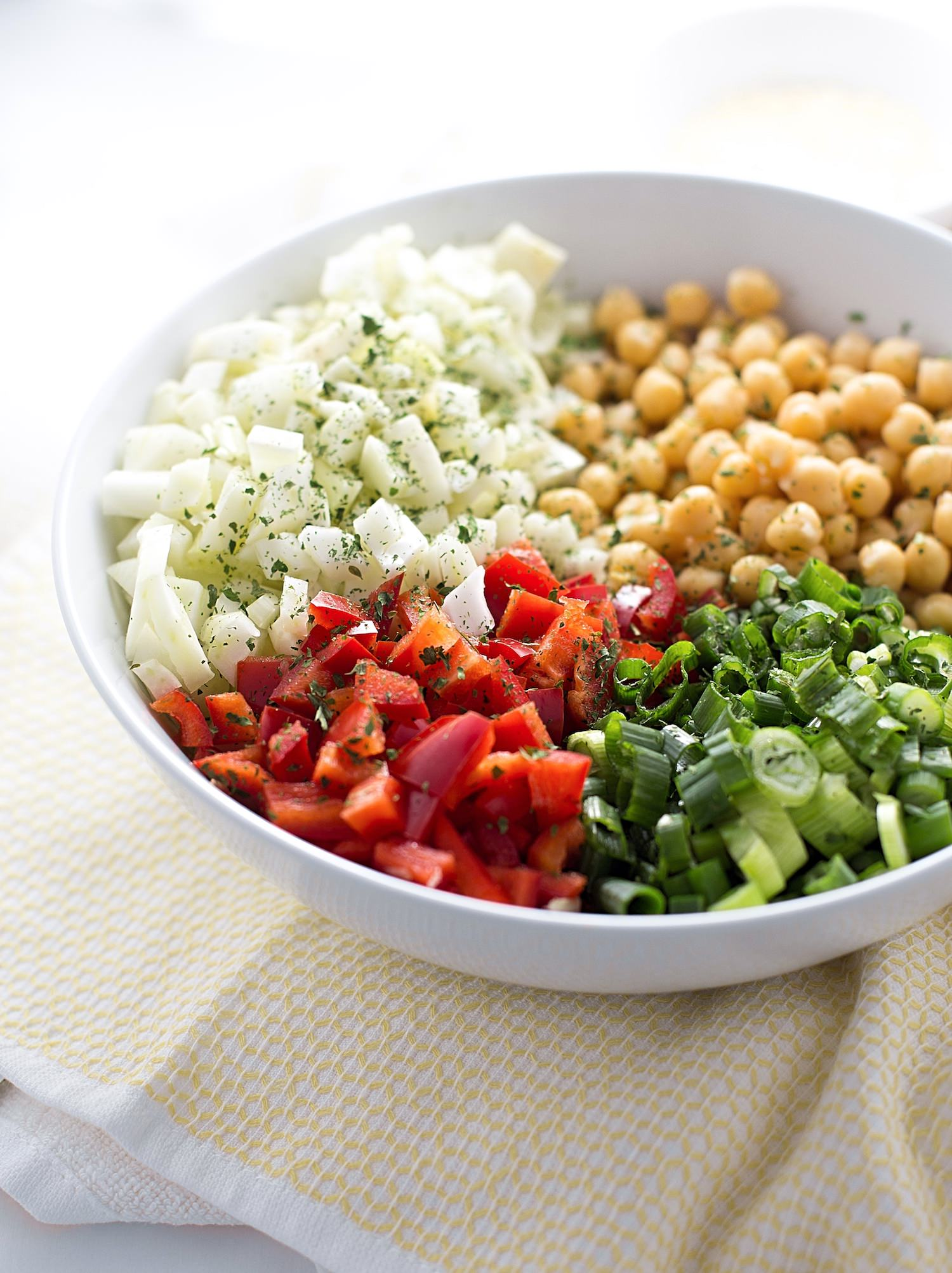 Chickpea Fennel Red Pepper Salad: chickpeas, fennel, red peppers, scallions, and Parmesan cheese tossed in an olive oil-cumin dressing. So quick and nutritious! | TrufflesandTrends.com