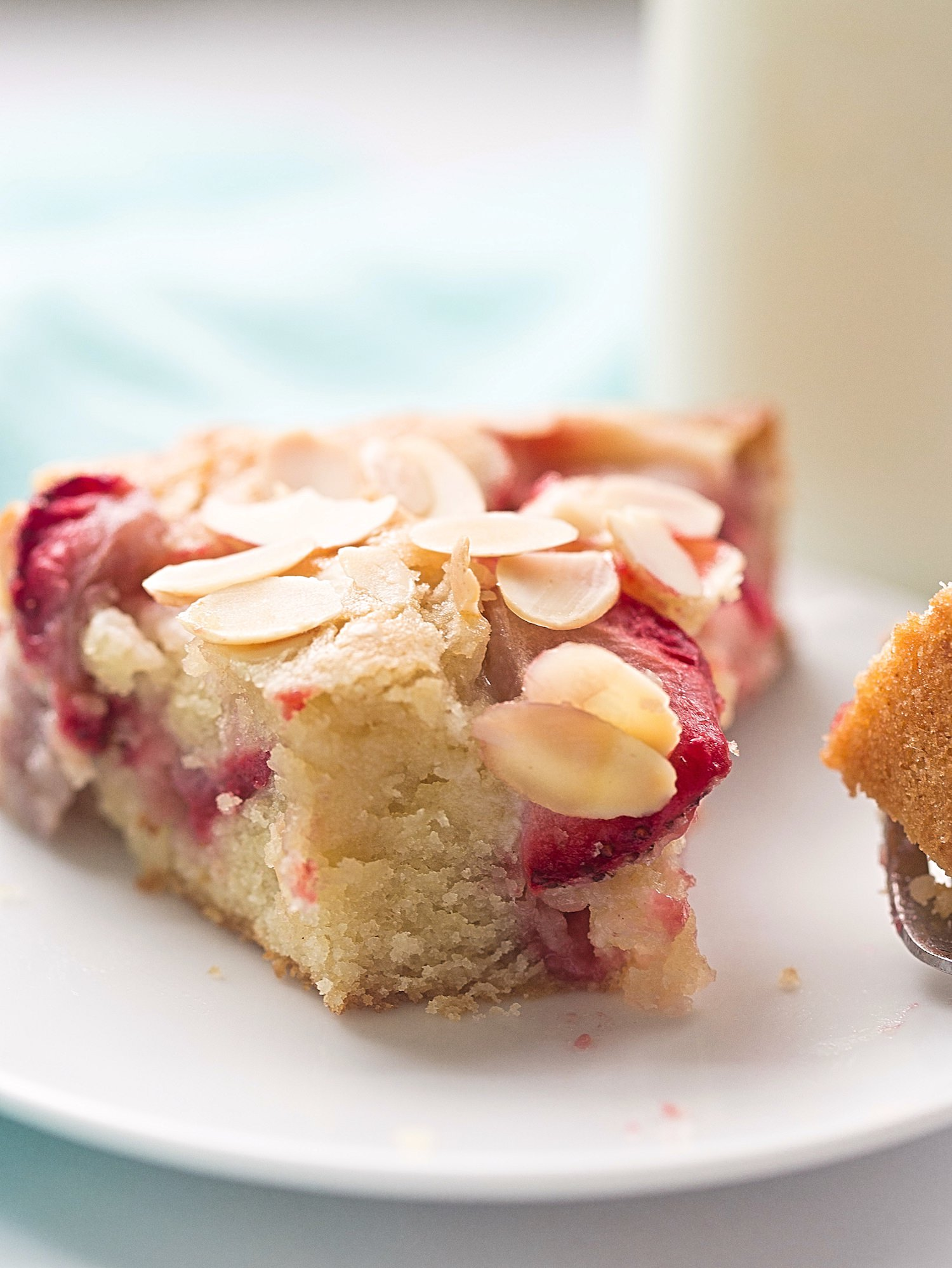 Simple Strawberry Almond Cake + Video: moist, soft, easy almond flavored cake with fresh strawberries and sliced almonds for awesome flavor and crunch. | TrufflesandTrends.com