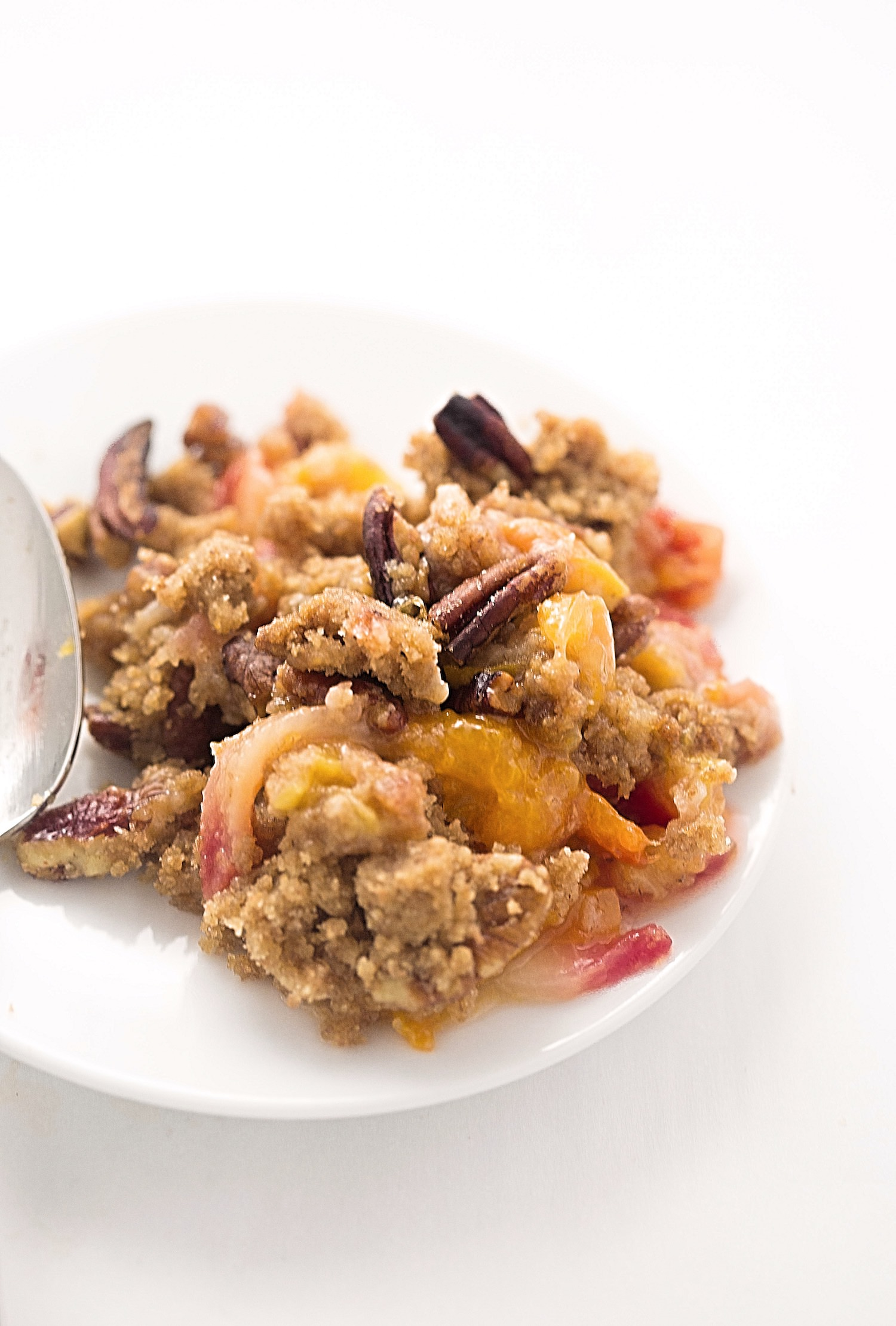 Whole Wheat Summer Fruit Crumble: juicy, tart, sweet summer fruits generously topped with a tasty whole-wheat crumble. | TrufflesandTrends.com