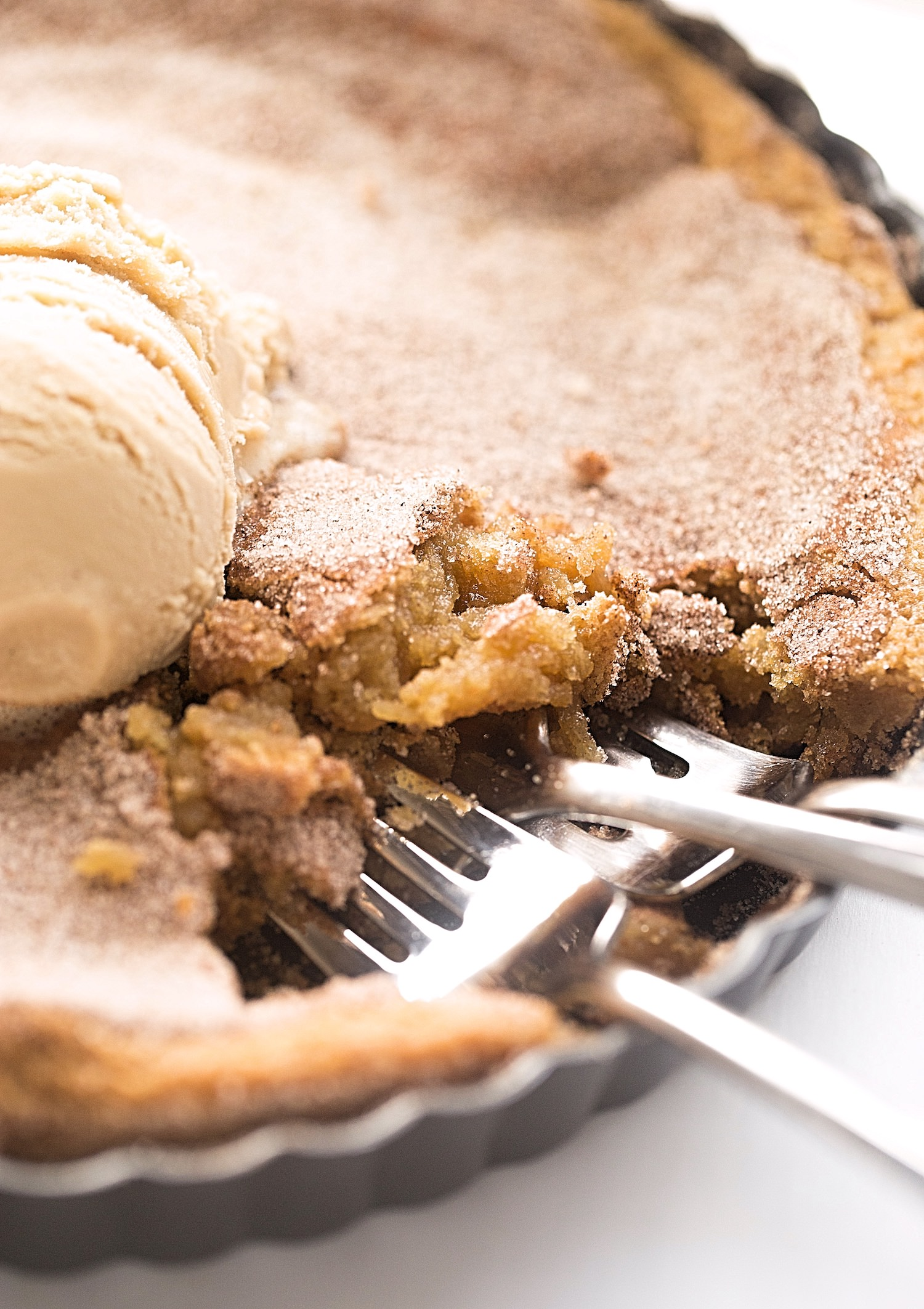 Brown Butter Snickerdoodle Cookie Tart: soft, gooey, rich, caramel flavored snickerdoodle cookie dough baked straight into a tart pan. | TrufflesandTrends.com