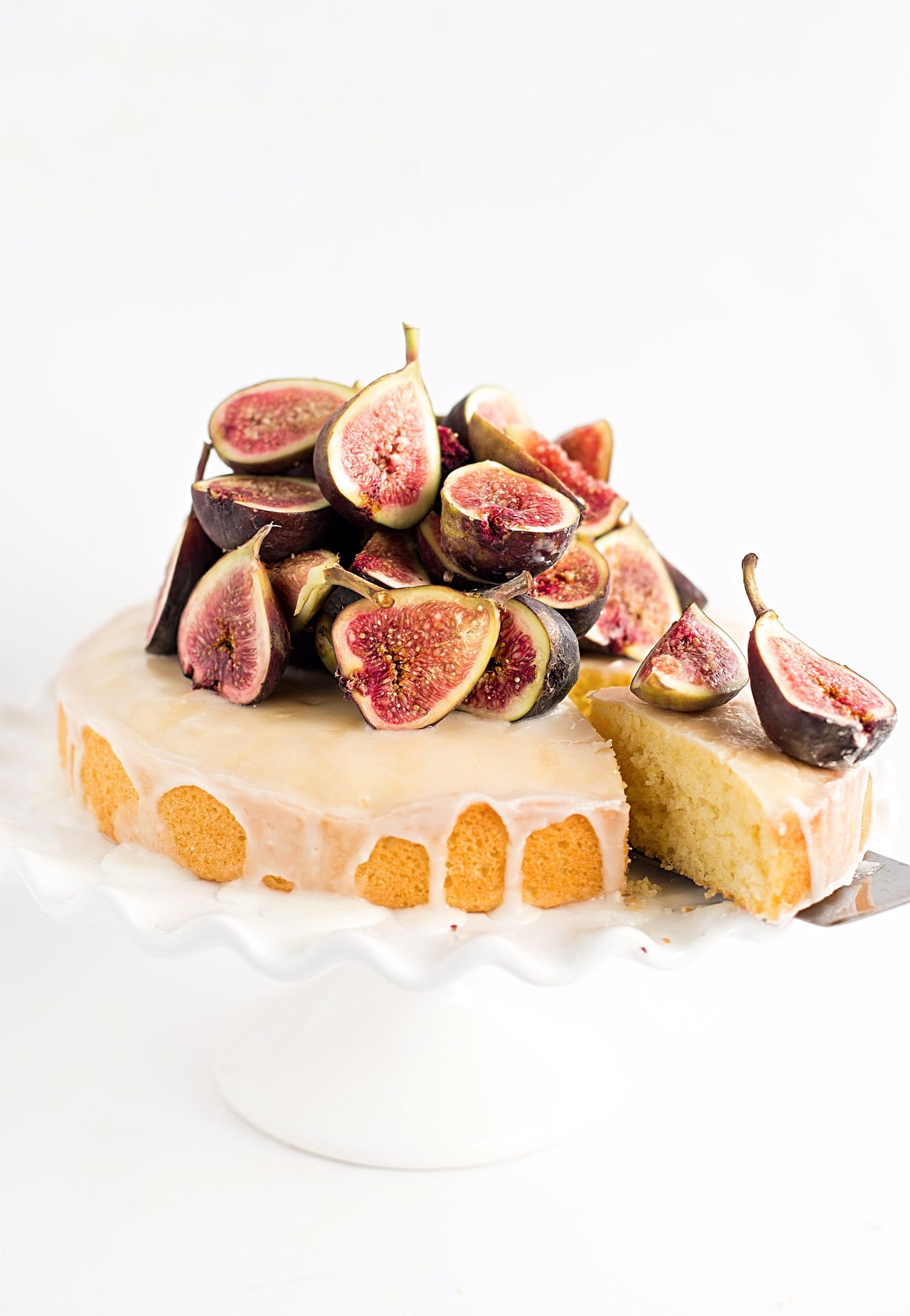 Simple Lemon Cake with Fresh Figs: perfectly moist, tender, and brightly flavored lemon cake topped with fresh figs. Simple and quick! | TrufflesandTrends.com