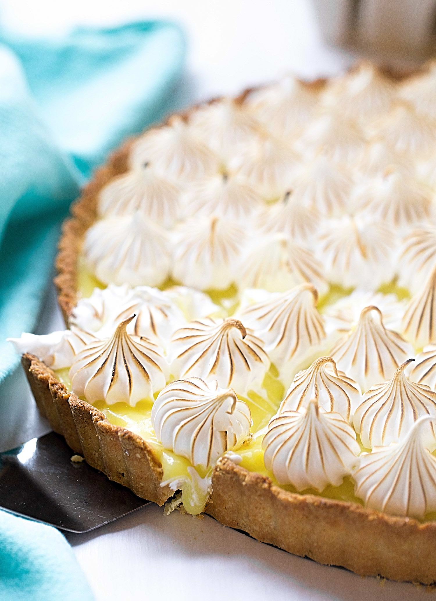 Passover Lemon Meringue Pie (Gluten-Free): tasty almond flour crust, tart and creamy lemon filling, and sweet, marshmallow-like meringue topping. | TrufflesandTrends.com