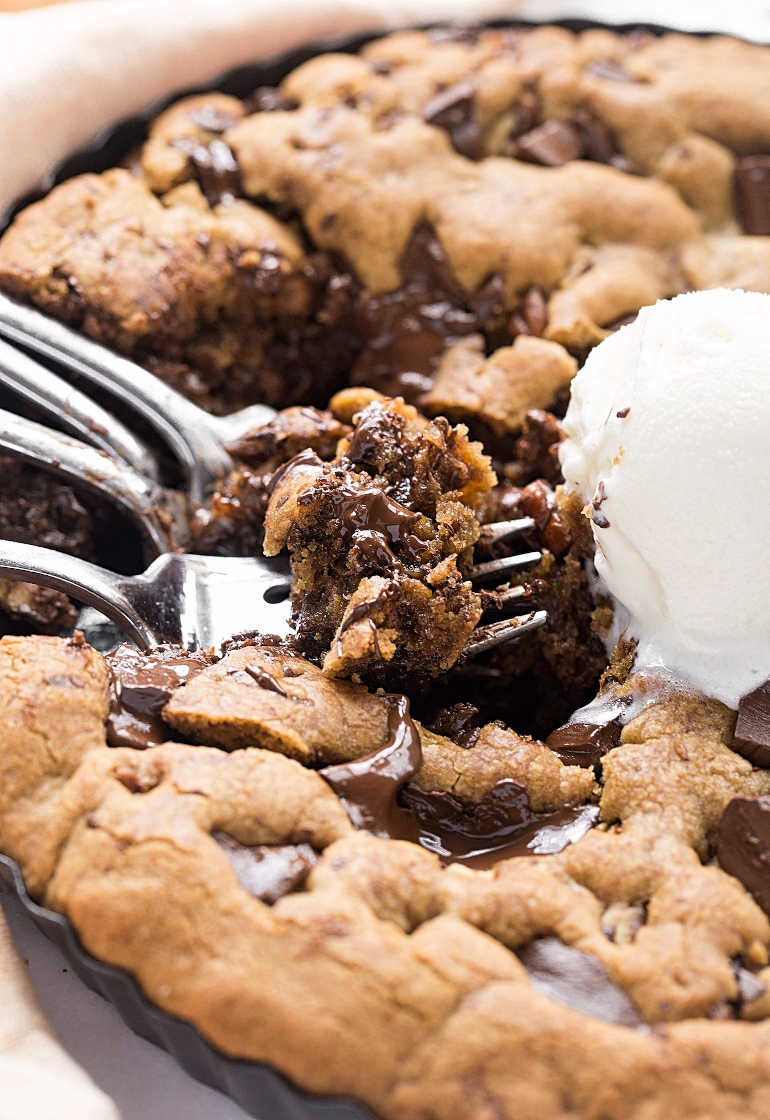 No-Butter Toasted Pecan Chocolate Chip Cookie Tart: soft, gooey coconut oil cookie tart packed with toasted pecans and chocolate chunks. | TrufflesandTrends.com