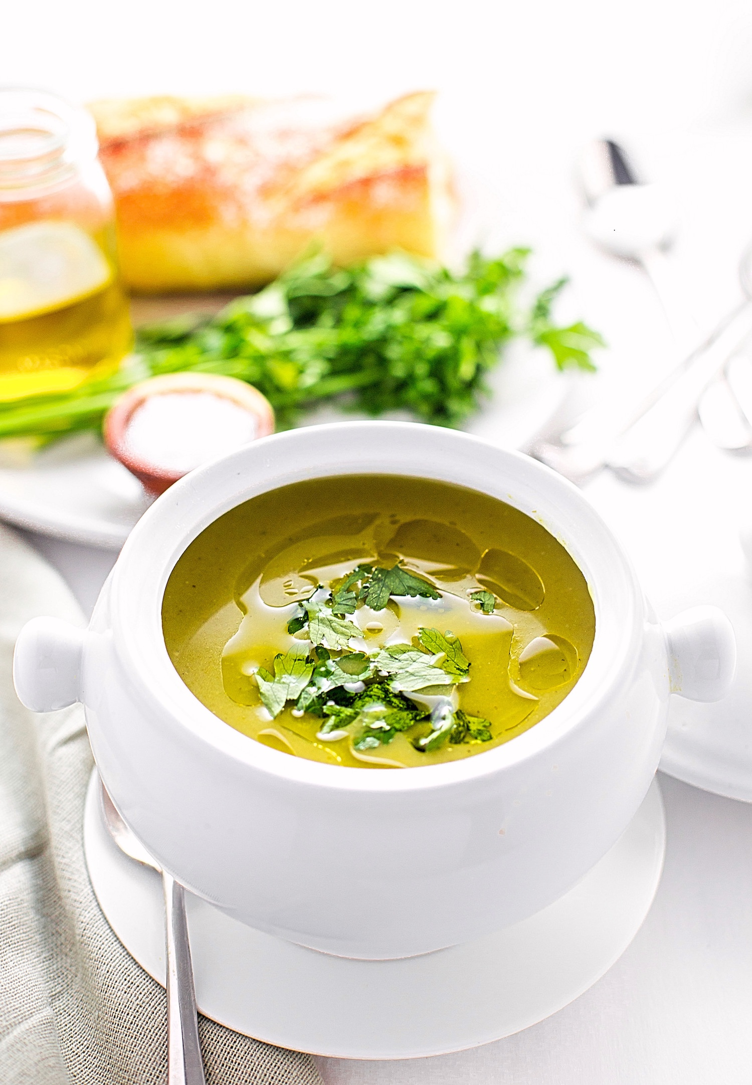 Quick and Easy Asparagus Soup: basic, non-dairy cream of asparagus soup. Super flavorful and wholesome! | TrufflesandTrends.com