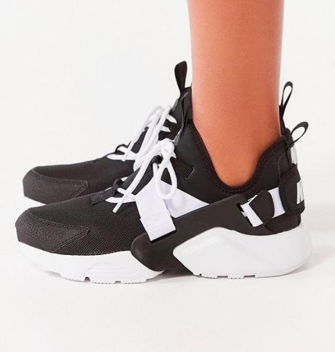 Nike Air Huarache City Low Sneaker