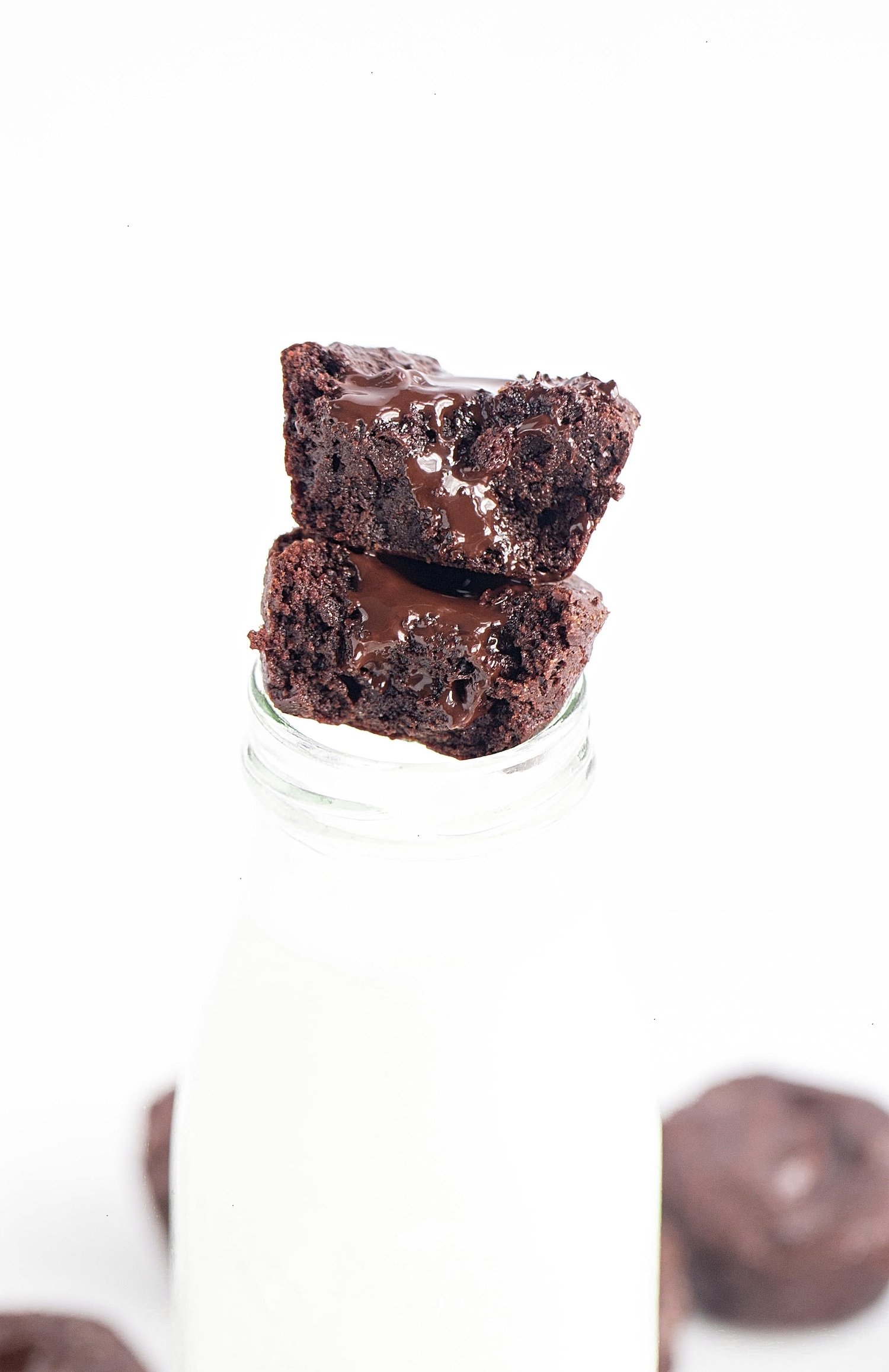 Mini Chocolate Chip Brownie Cups: this recipe yields some of the richest, gooiest, fudgiest brownies to begin with, but baking these brownies in muffin tins only makes each bite that much more thick, dense, and rich. | TrufflesandTrends.com