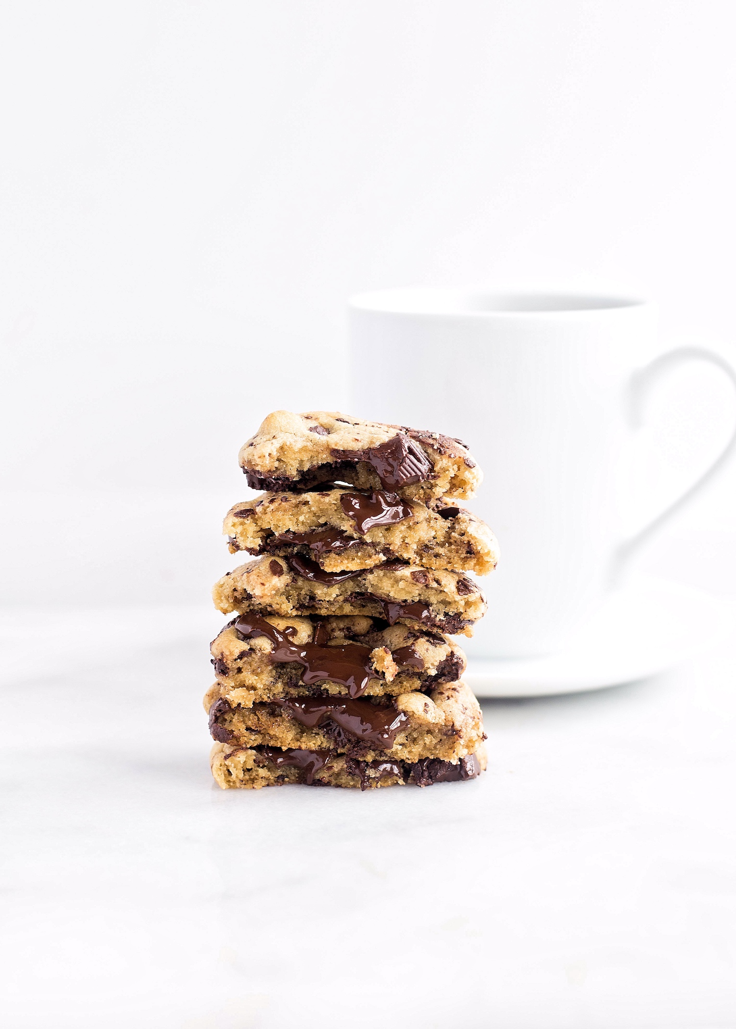 No-Butter Chewy Tahini Chocolate Chip Cookies: soft, chewy, rich, dairy-free tahini cookies filled with chocolate chunks. So easy and good! | TrufflesandTrends.com