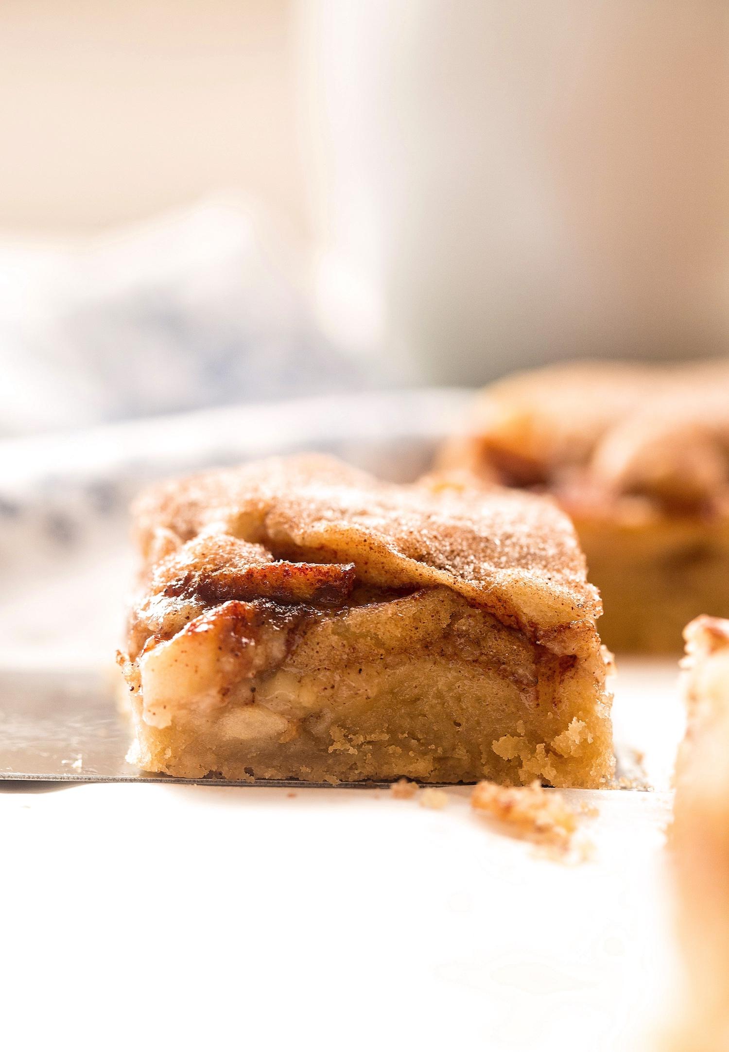 Gooey Snickerdoodle Cookie Apple Bars: tender, juicy, cinnamon apple slices encased in gooey, rich snickerdoodle cookie dough. Easy and dairy-free! | TrufflesandTrends.com