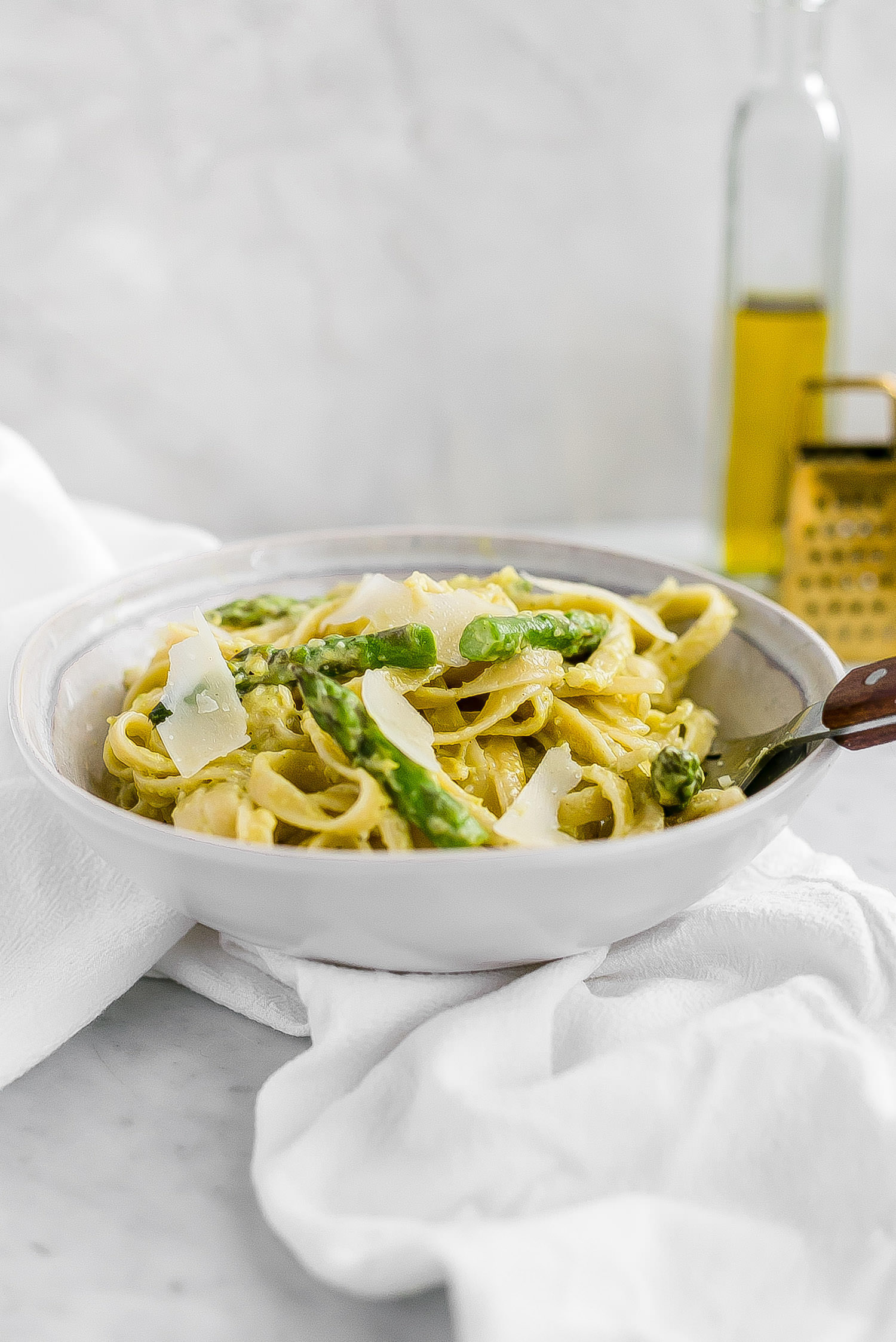 Asparagus Cream Sauce Pasta: pasta made with a creamy, rich, and flavorful cream of asparagus sauce. So unique and delicious!   TrufflesandTrends.com
