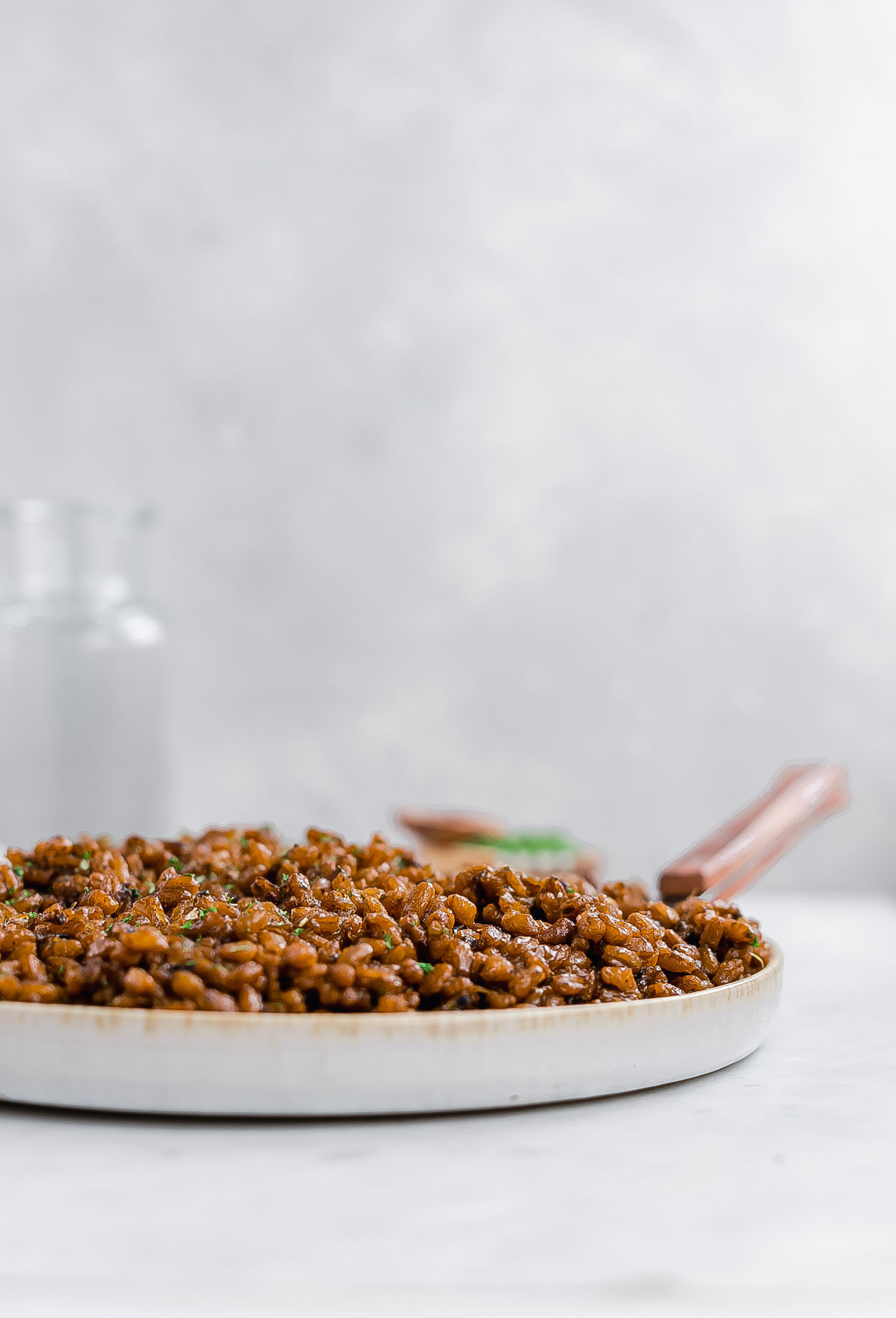 Onion Parsley Toasted Farro: nutritious farro toasted in sautéed onions and spices for a flavor-packed, wholesome, filling dinner dish. | TrufflesandTrends.com