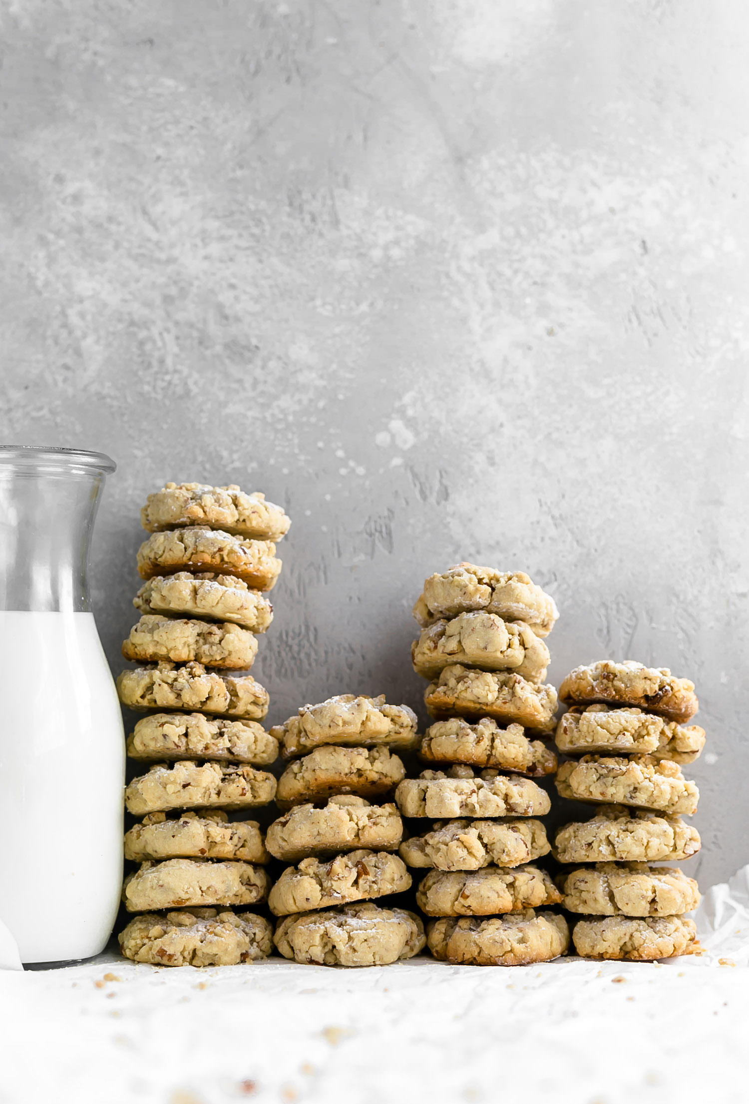 Pecan Shortbread Cookies: easy, tender, crispy, buttery, melt-in-you-mouth pecan shortbread cookies. Too addictive! | TrufflesandTrends.com