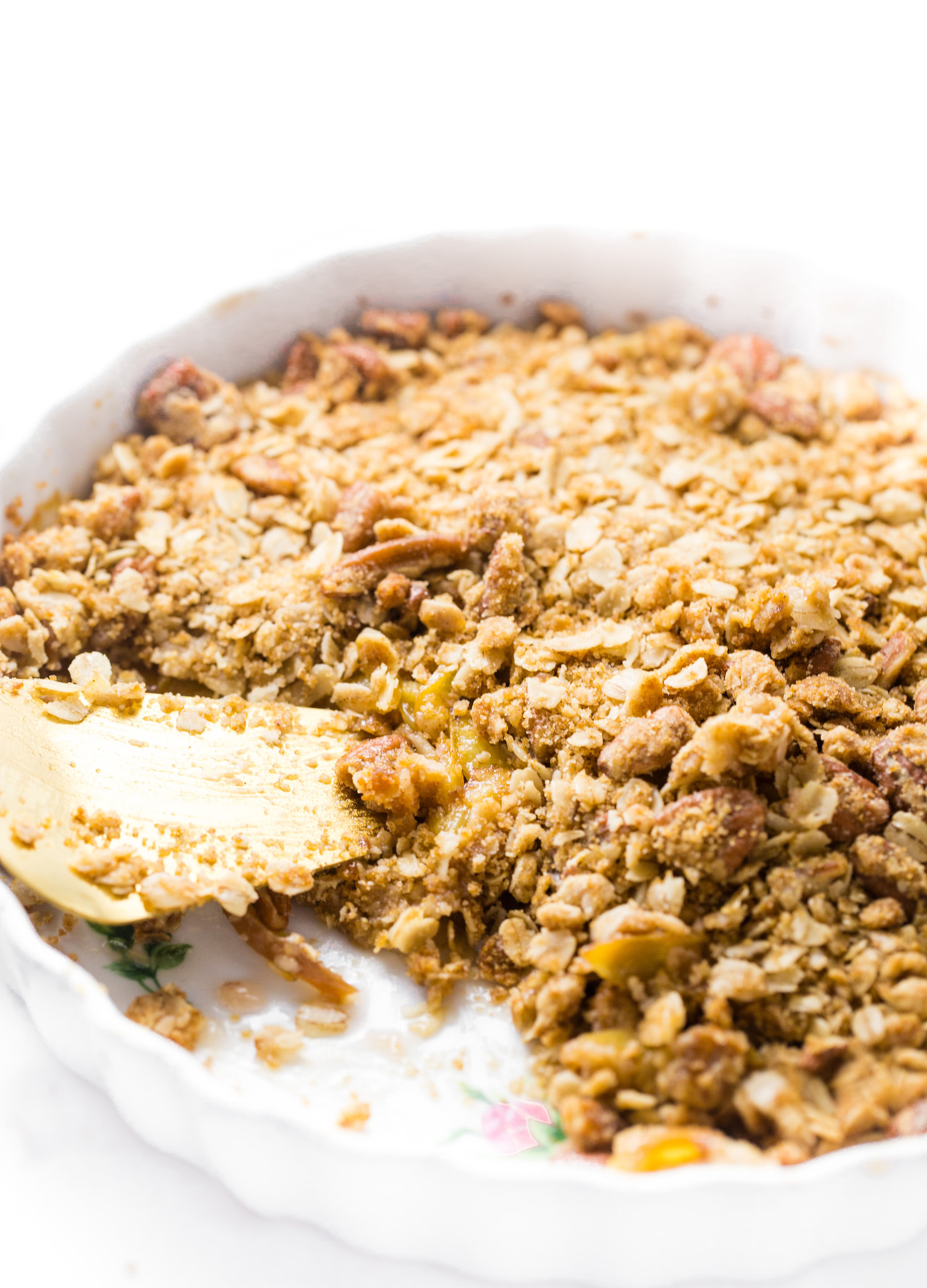 Nectarine Oat Pecan Crumble: sweet, juicy, tender nectarines topped with a crunchy, tasty pecan oat crumble. So easy and good! | TrufflesandTrends.com