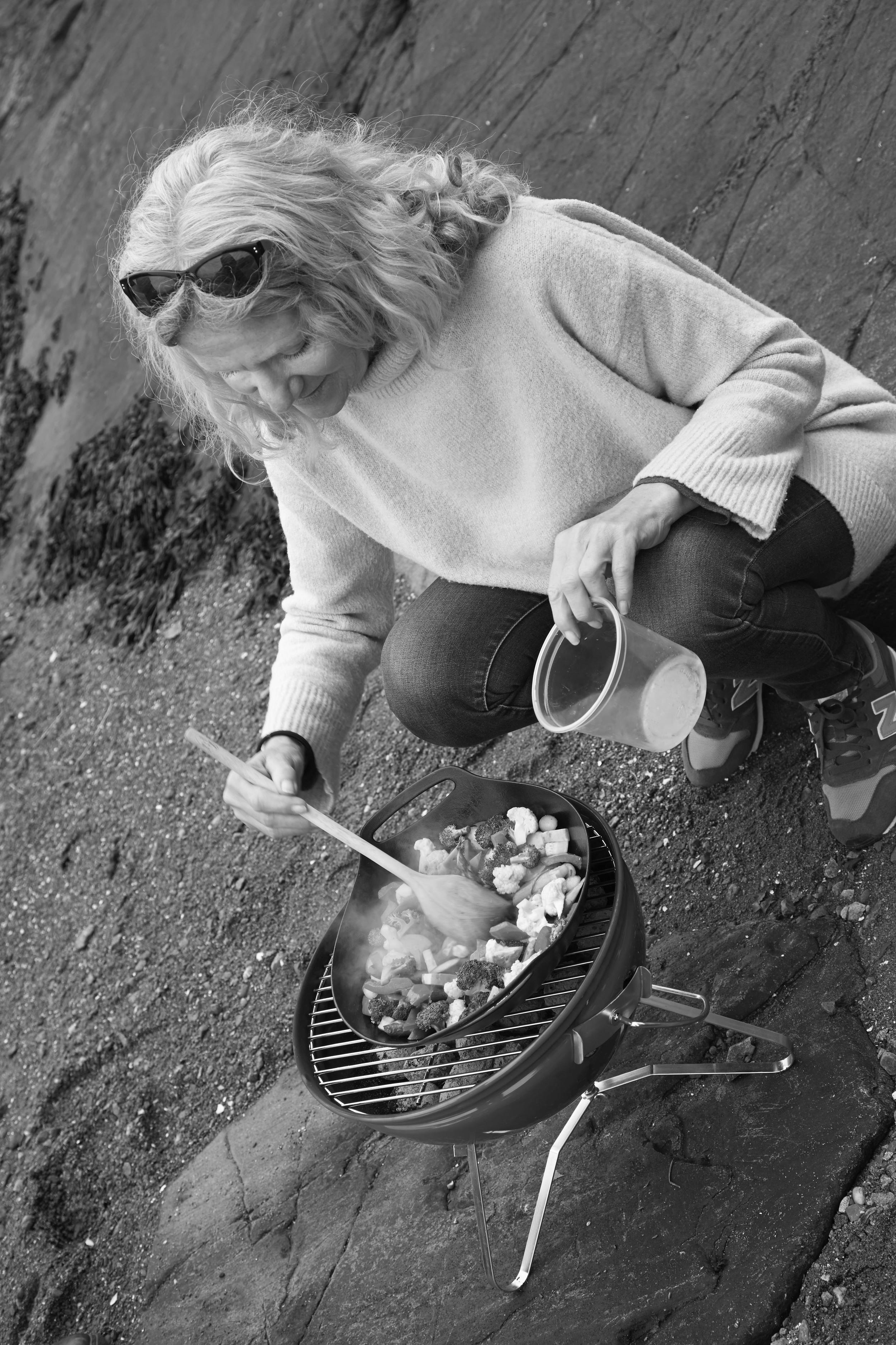 Kari from Opplysningskontoret for frukt og grønt making wok