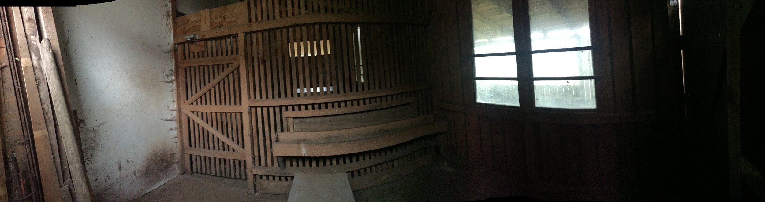panorama-indoor-lost-place-stall-shooting-location.jpg
