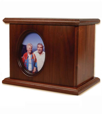"""The """"Cameo Portrait"""" urn from the Mathews catalog."""