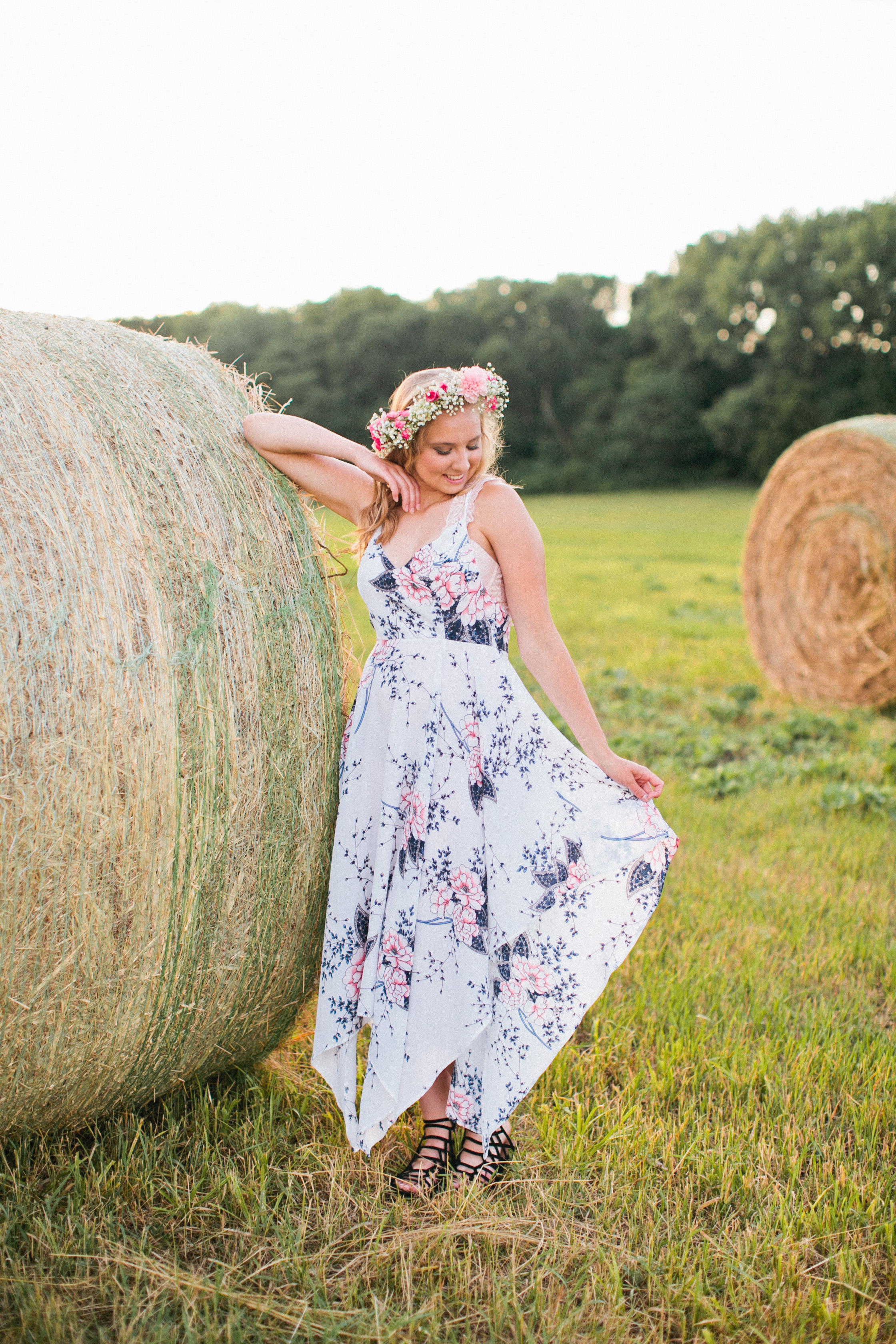 girl with haybale senior photos