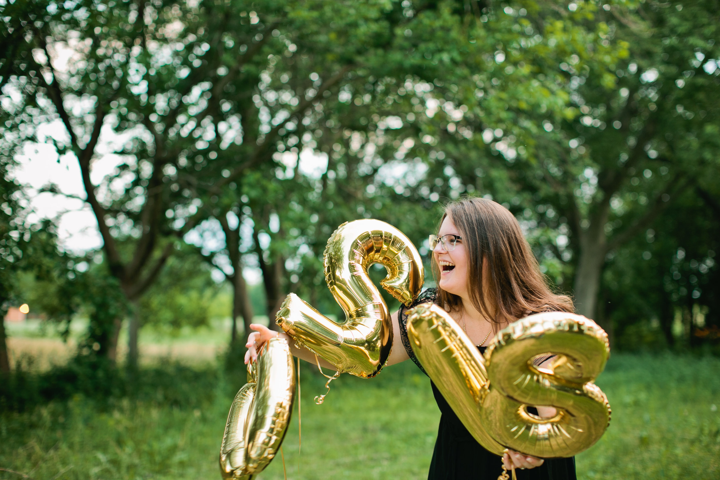 high school senior photos with gold balloons