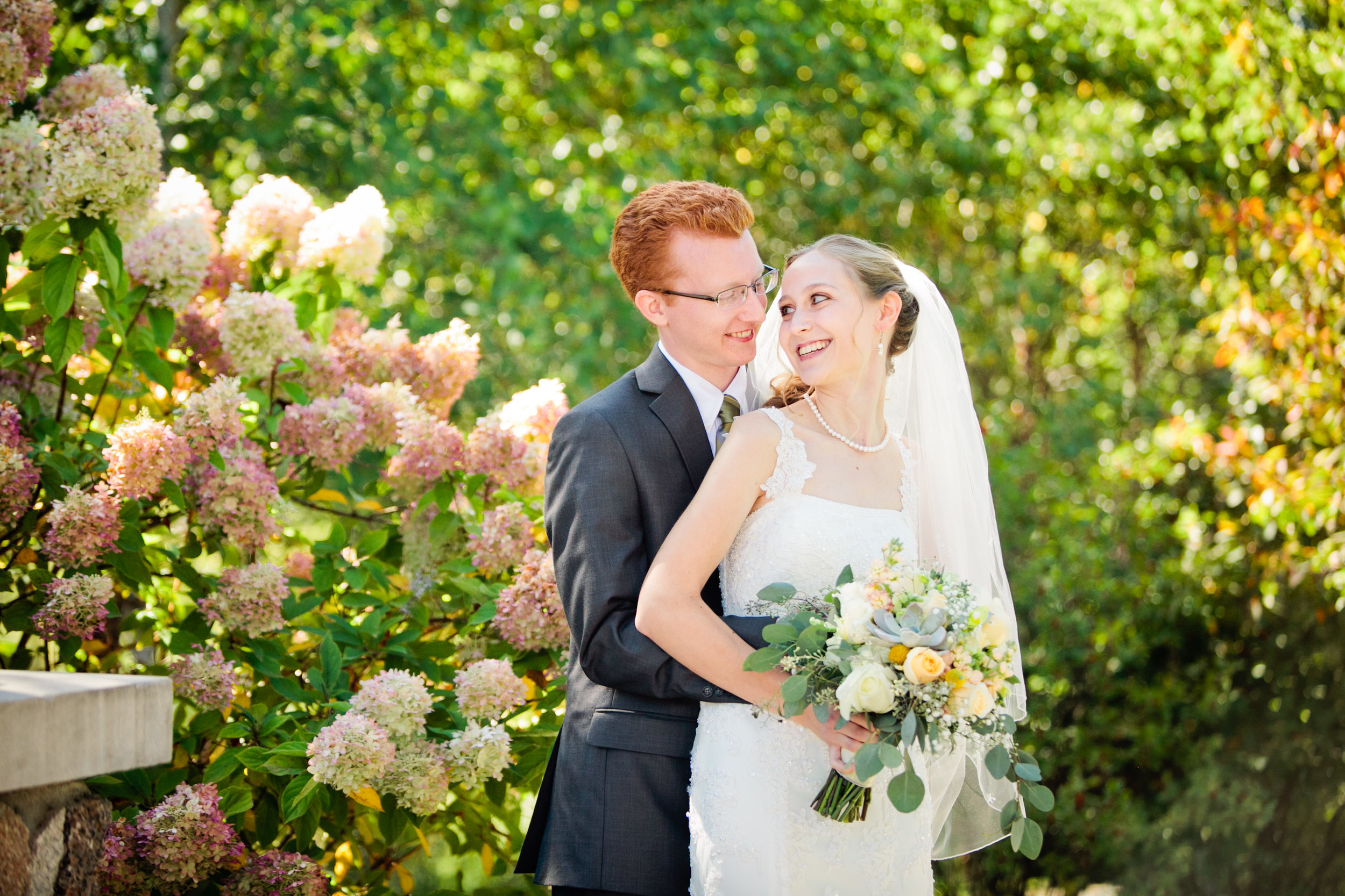 Amelia is a professional  wedding and portrait  photographer in Des Moines, Iowa .