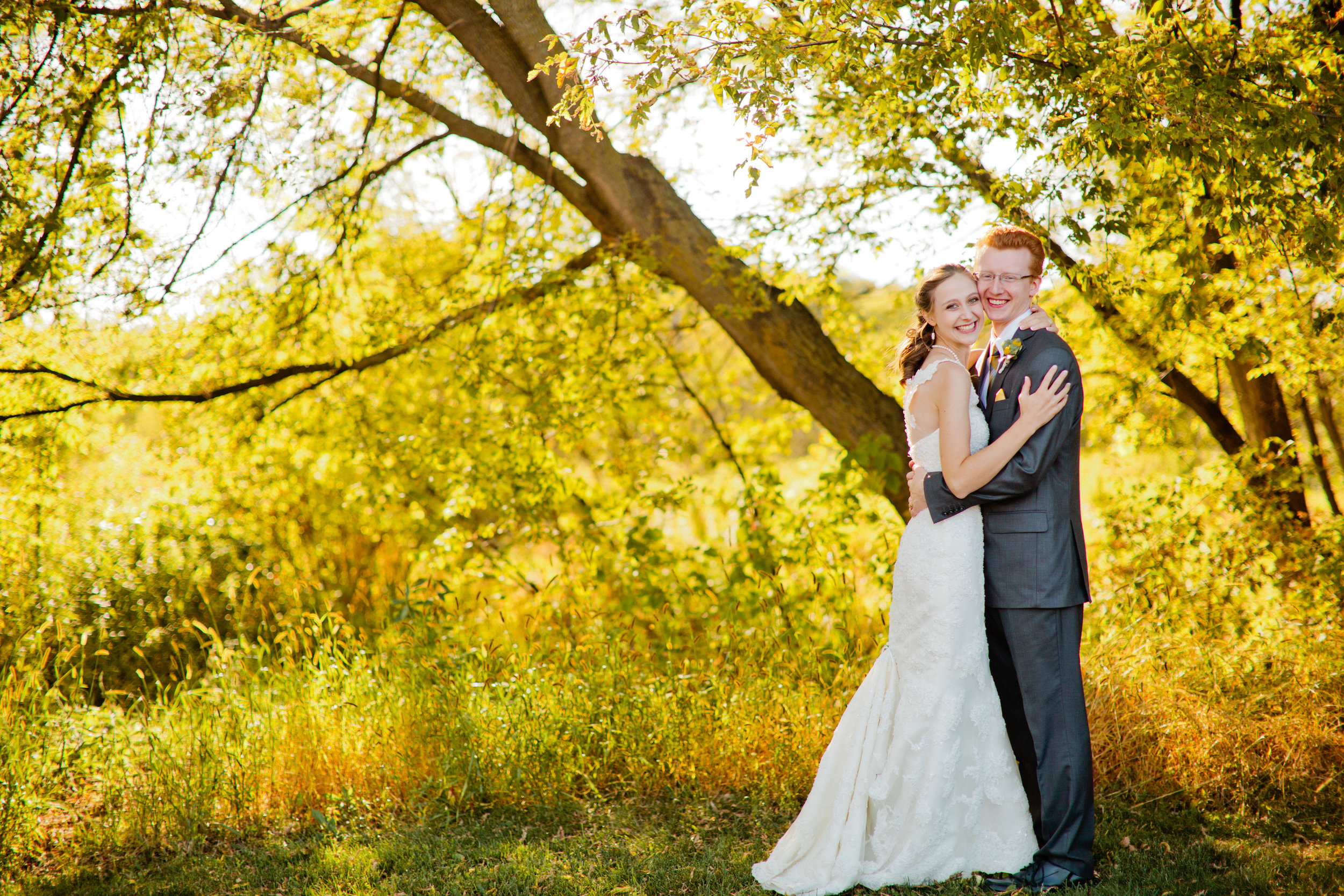 We connect real couples with a community of hand-picked nontraditional  wedding photographers & vendors.