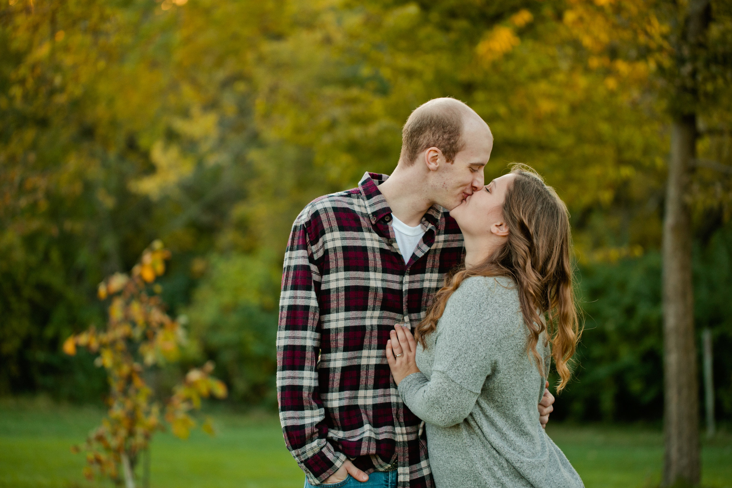 Omaha engagement photos in fall