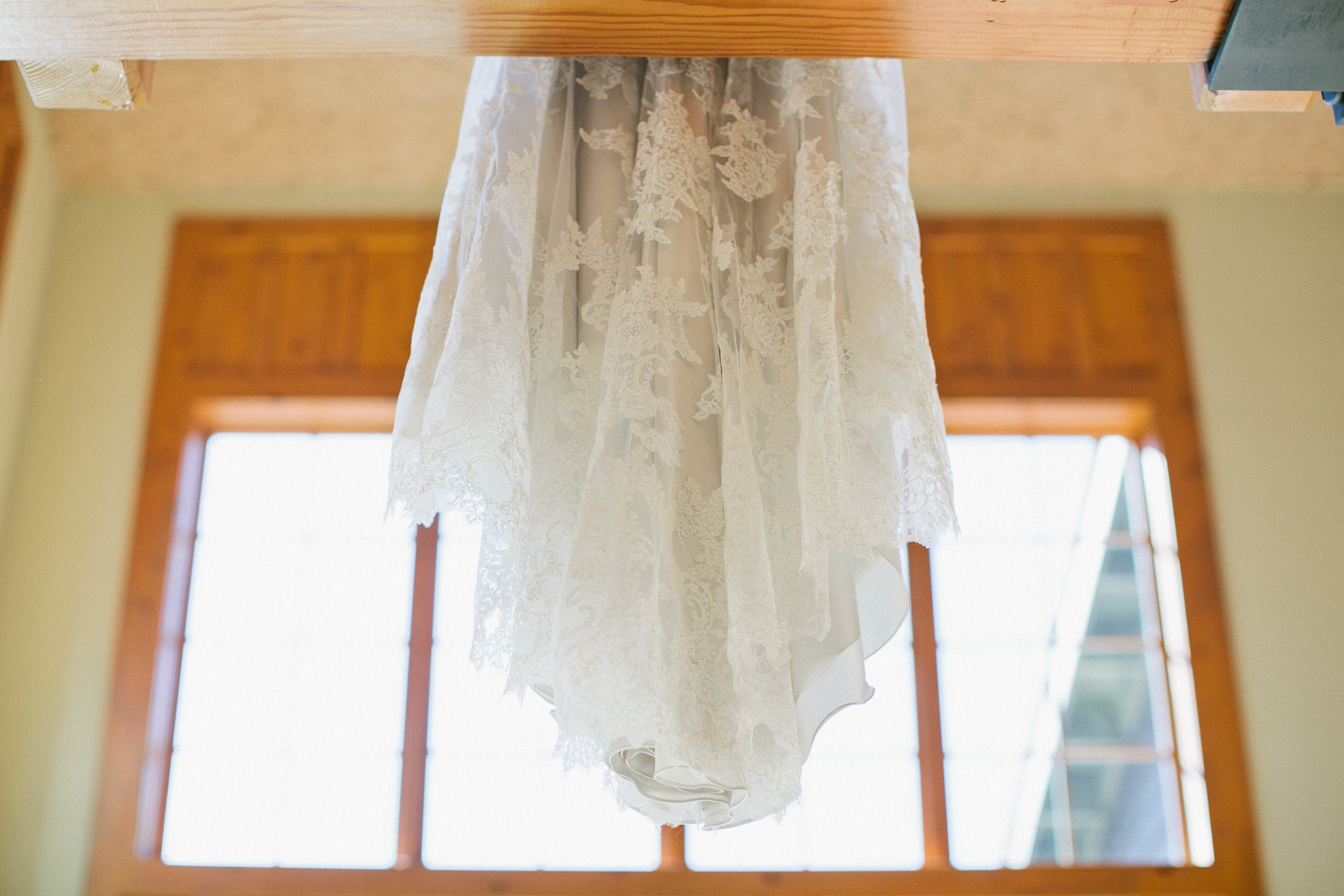 tips for photographing a wedding dress
