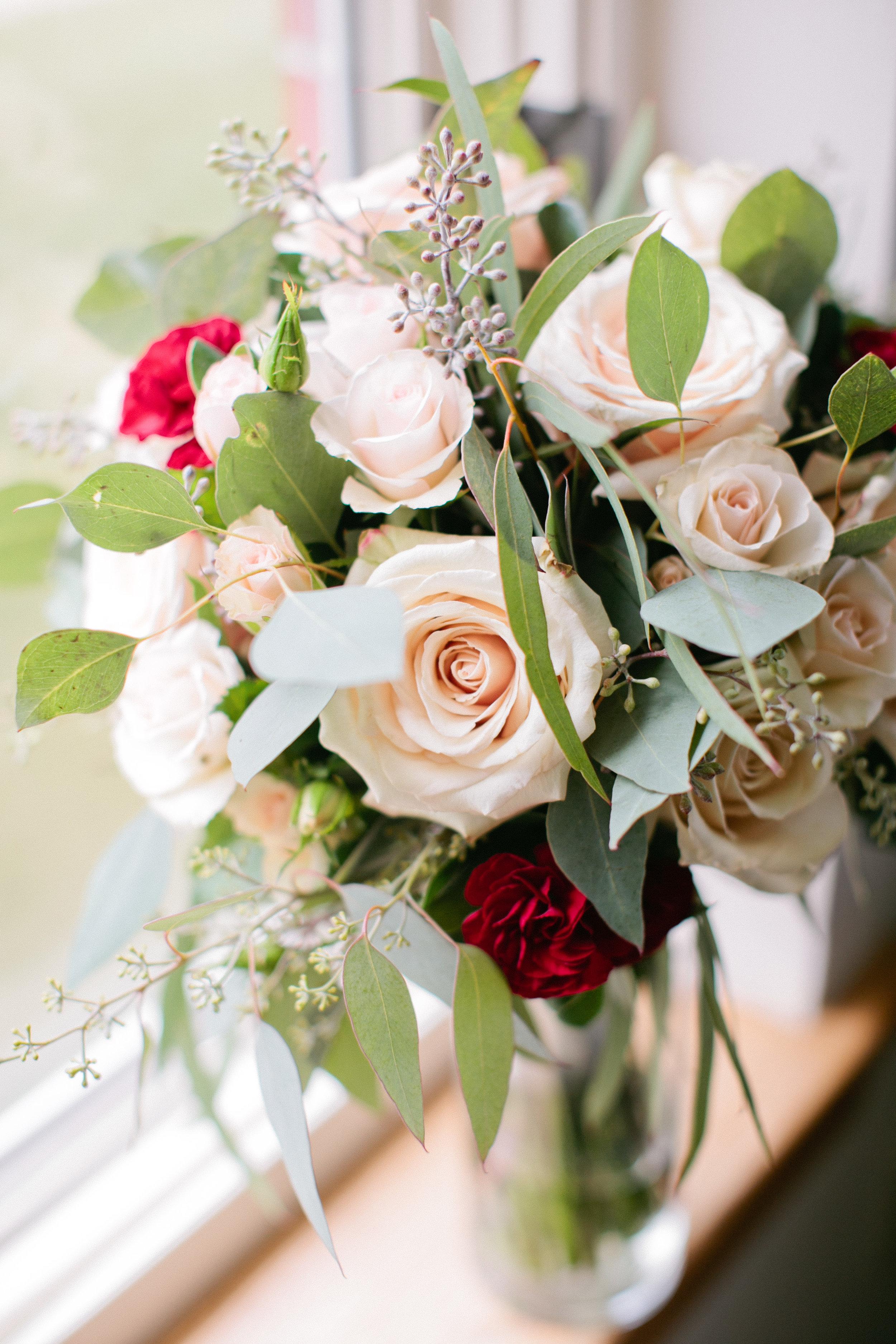 Cedar Falls flower shops and Waterloo Florists for summer weddings
