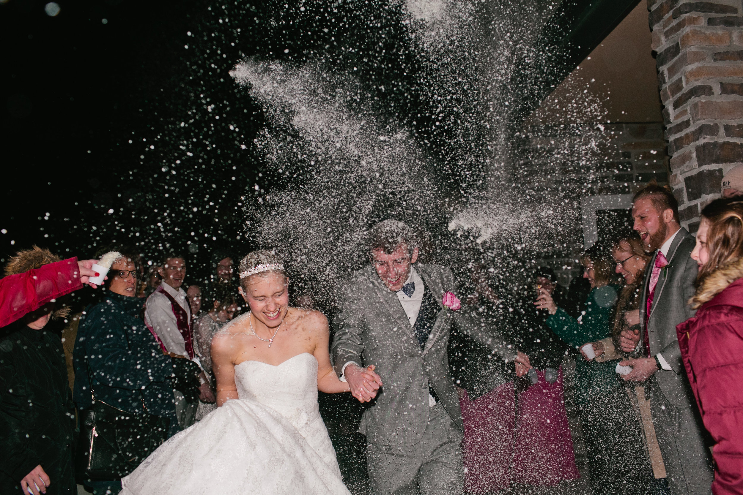 photos-of-throwing-potato-flakes-at-wedding