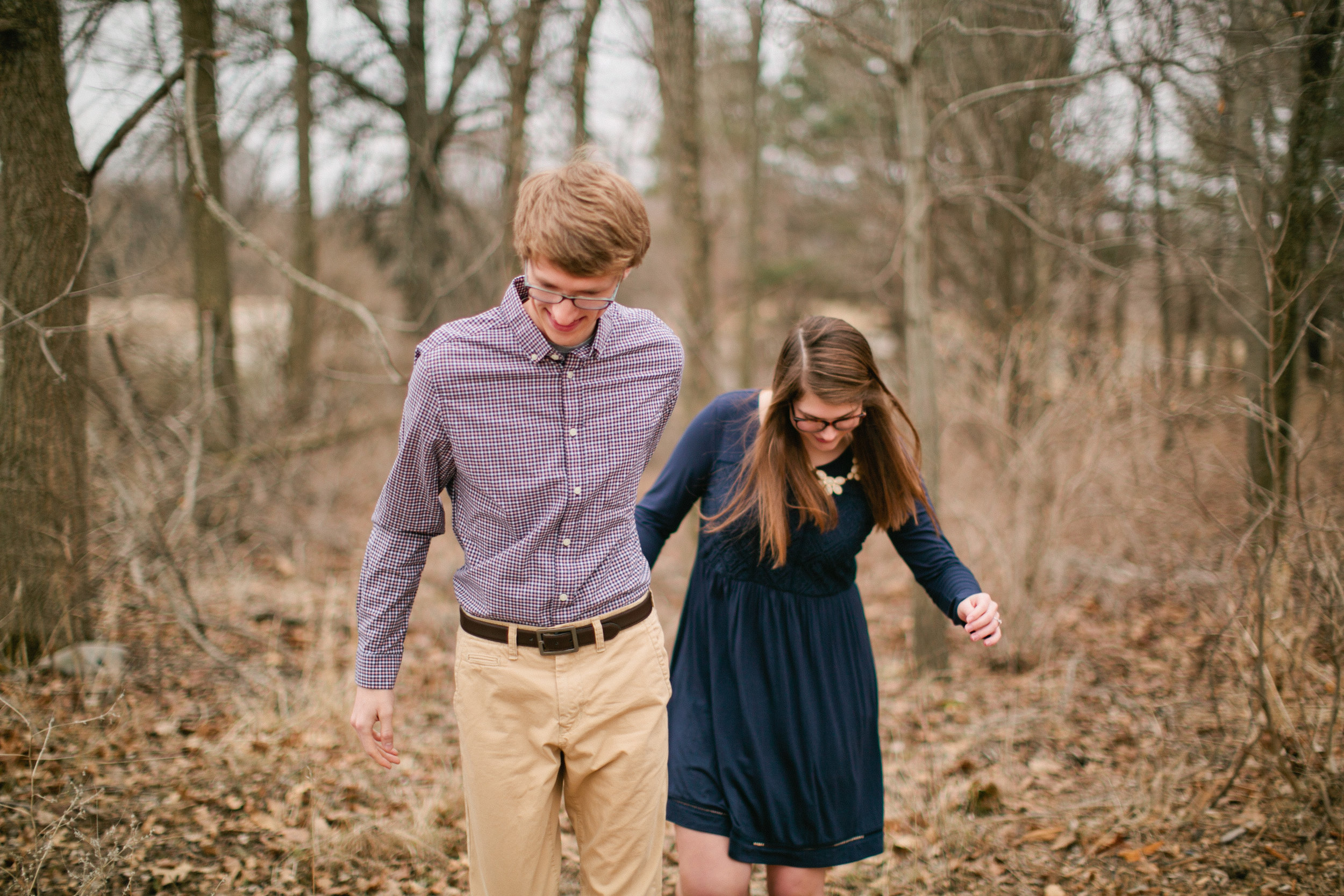 fall engagement photos in Iowa