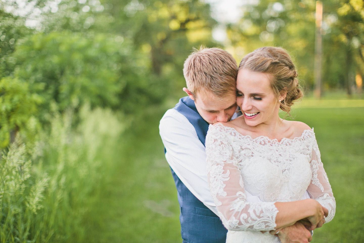 romantic wedding photos in Iowa