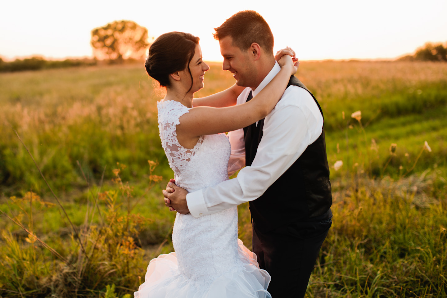 wedding photo of couple hugging at sunset ridge barn pictures