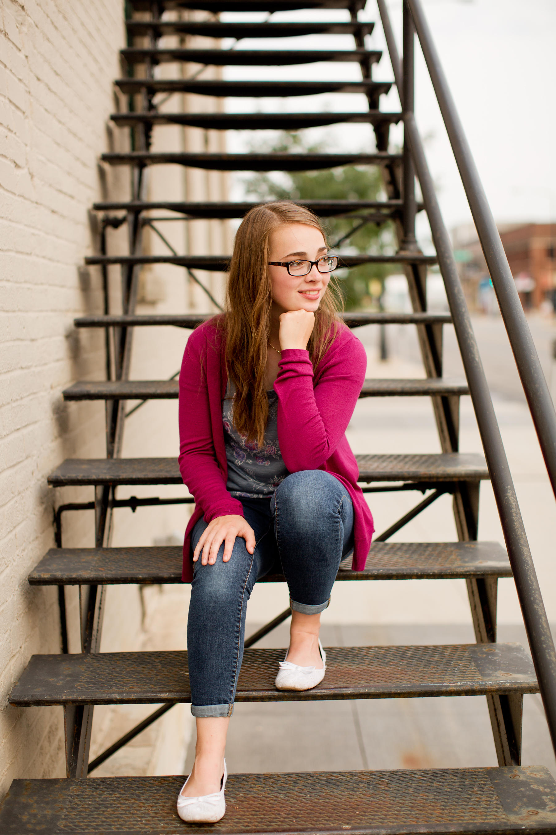 girl senior pictures in downtown Iowa