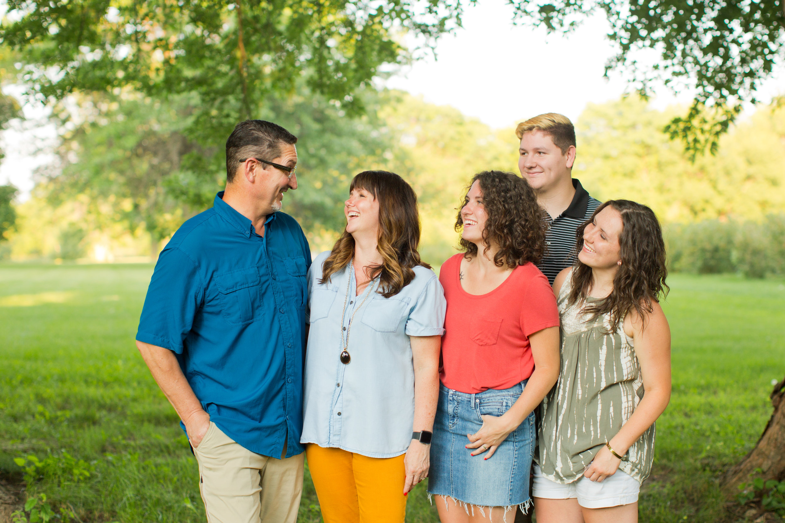 des moines family in fashionable clothes pictures