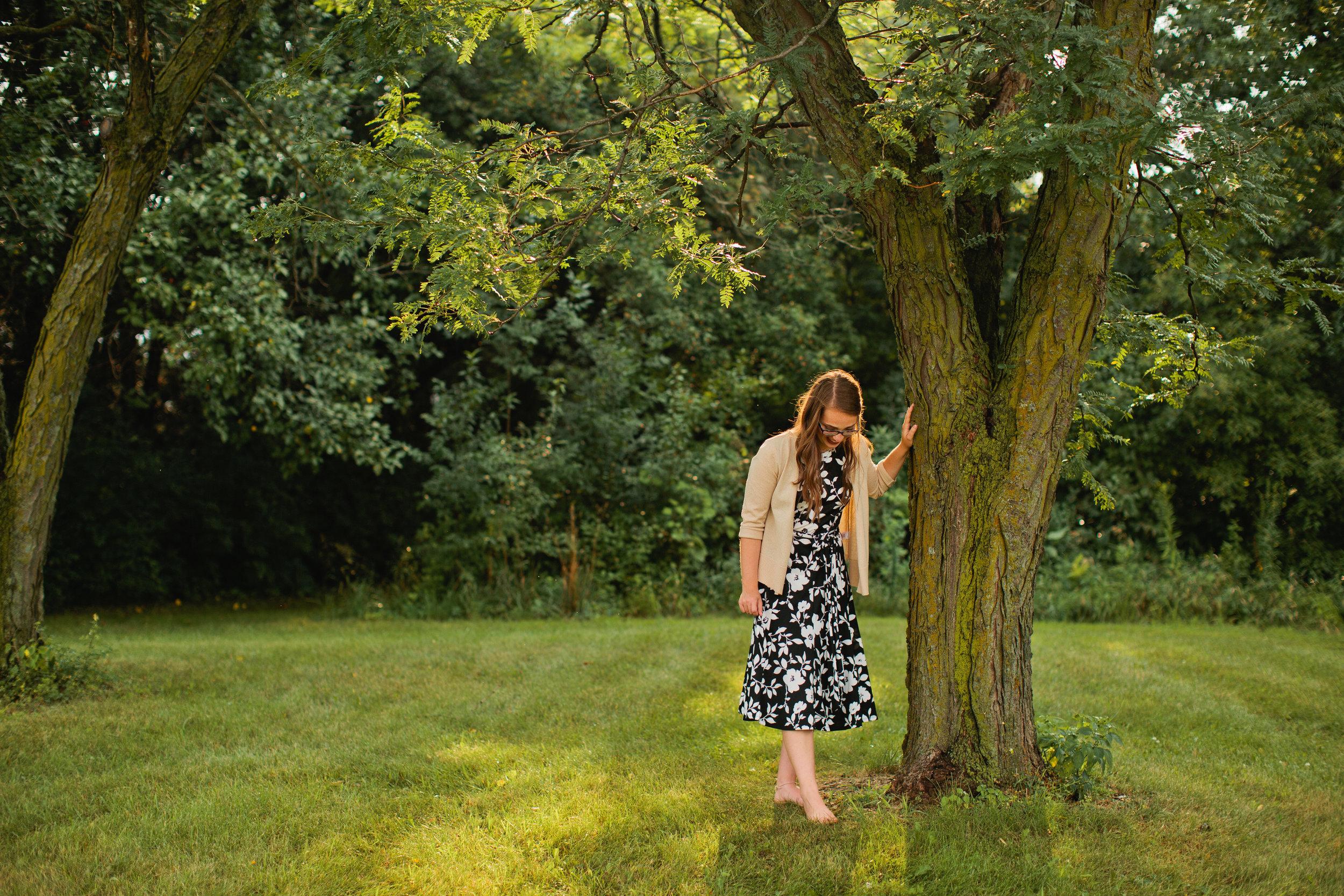 senior photos in park in waterloo Iowa
