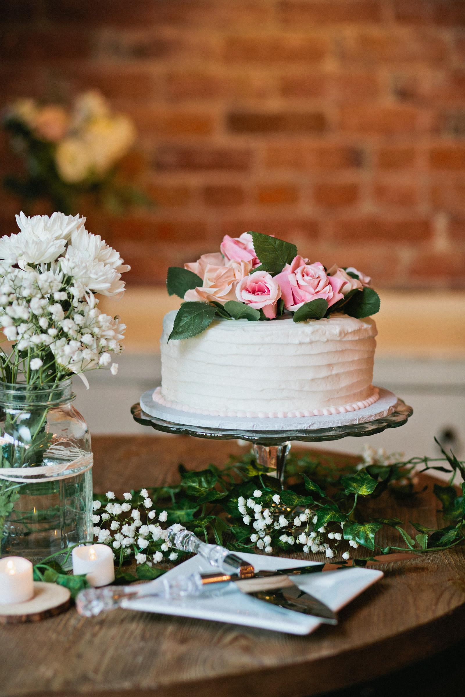dutch-oven-bakery-wedding-cake